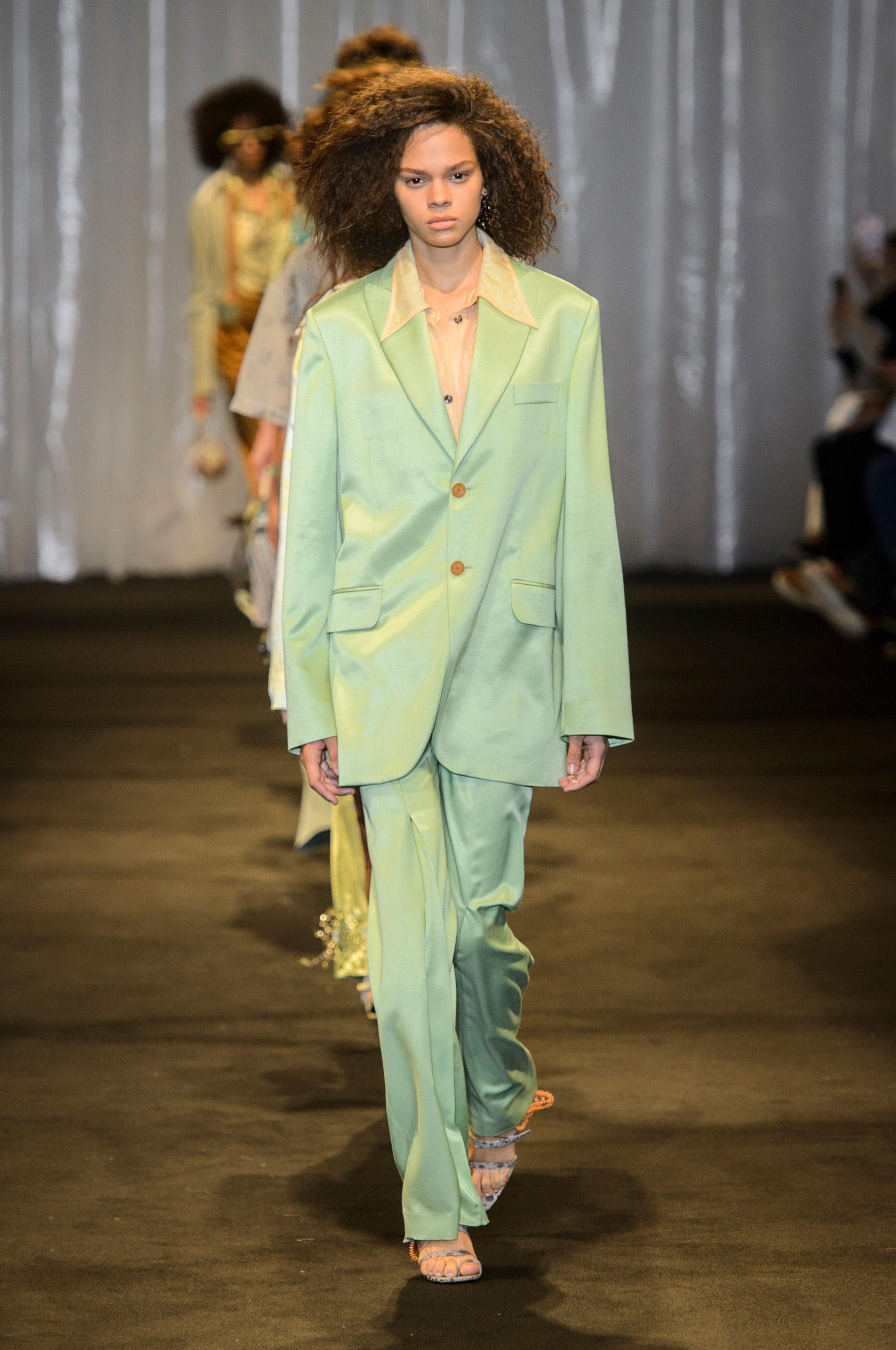 e72b012fbbf Défilé Acne Studios printemps-été 2018 Prêt-à-porter - Madame Figaro