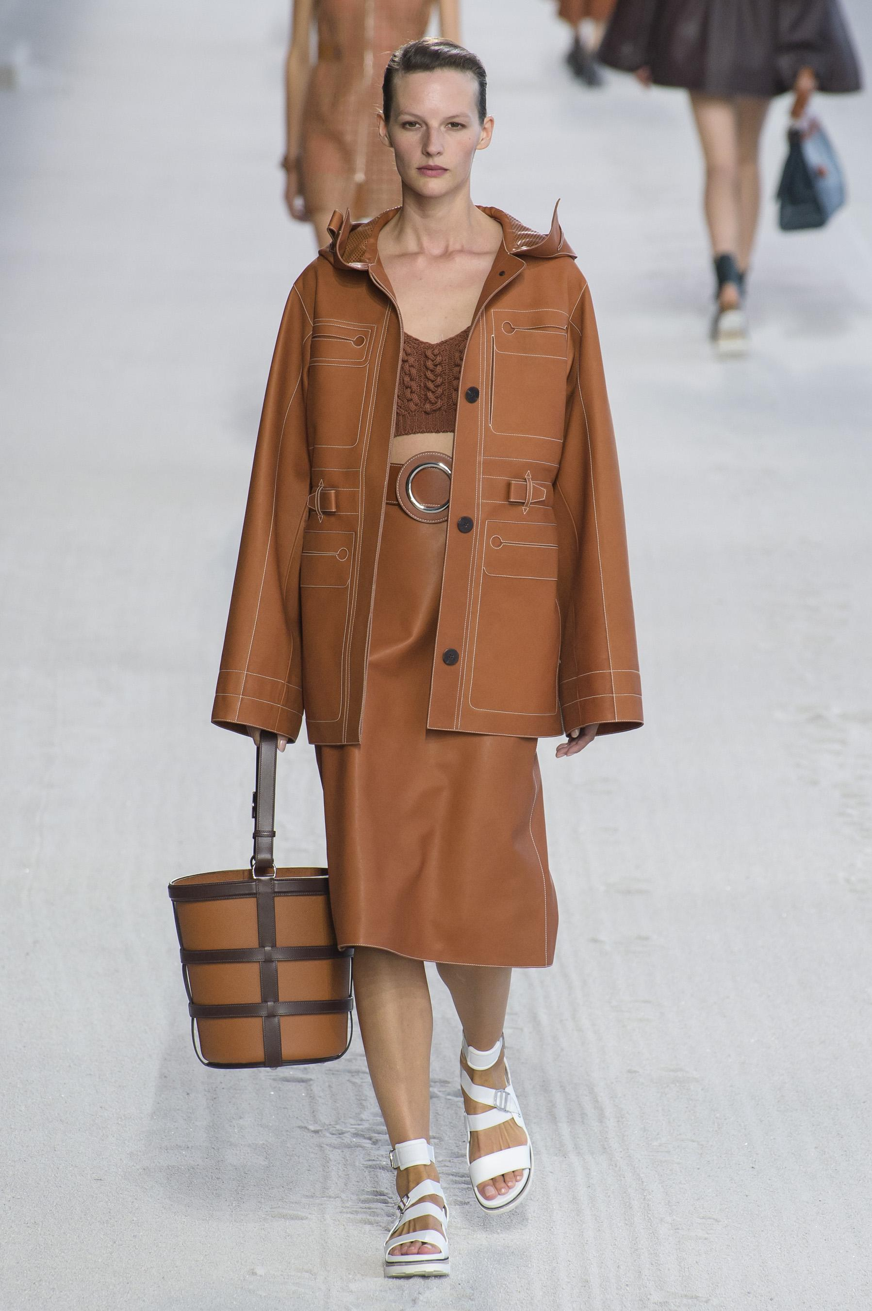 21edb6fb73e Défilé Hermès printemps-été 2019 Prêt-à-porter - Madame Figaro