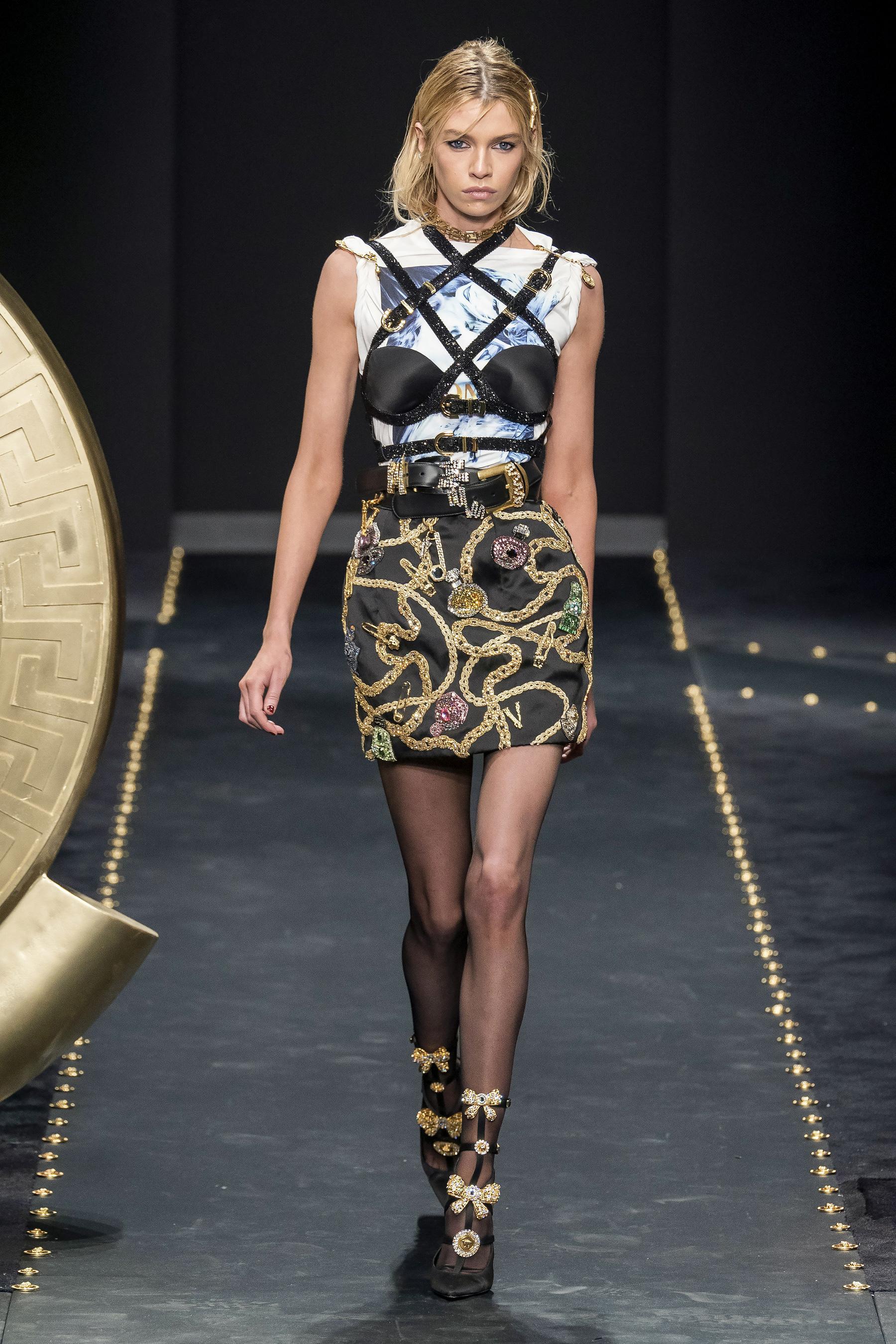 Figaro Défilé Versace Prêt 2020 À 2019 Madame Automne Porter Hiver iZTPXOuk