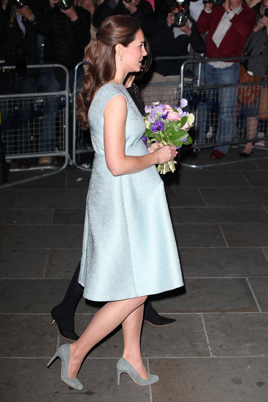 8b9354a7d06e1 ... Ces pièces que Kate Middleton va pouvoir recycler pendant sa grossesse  ...