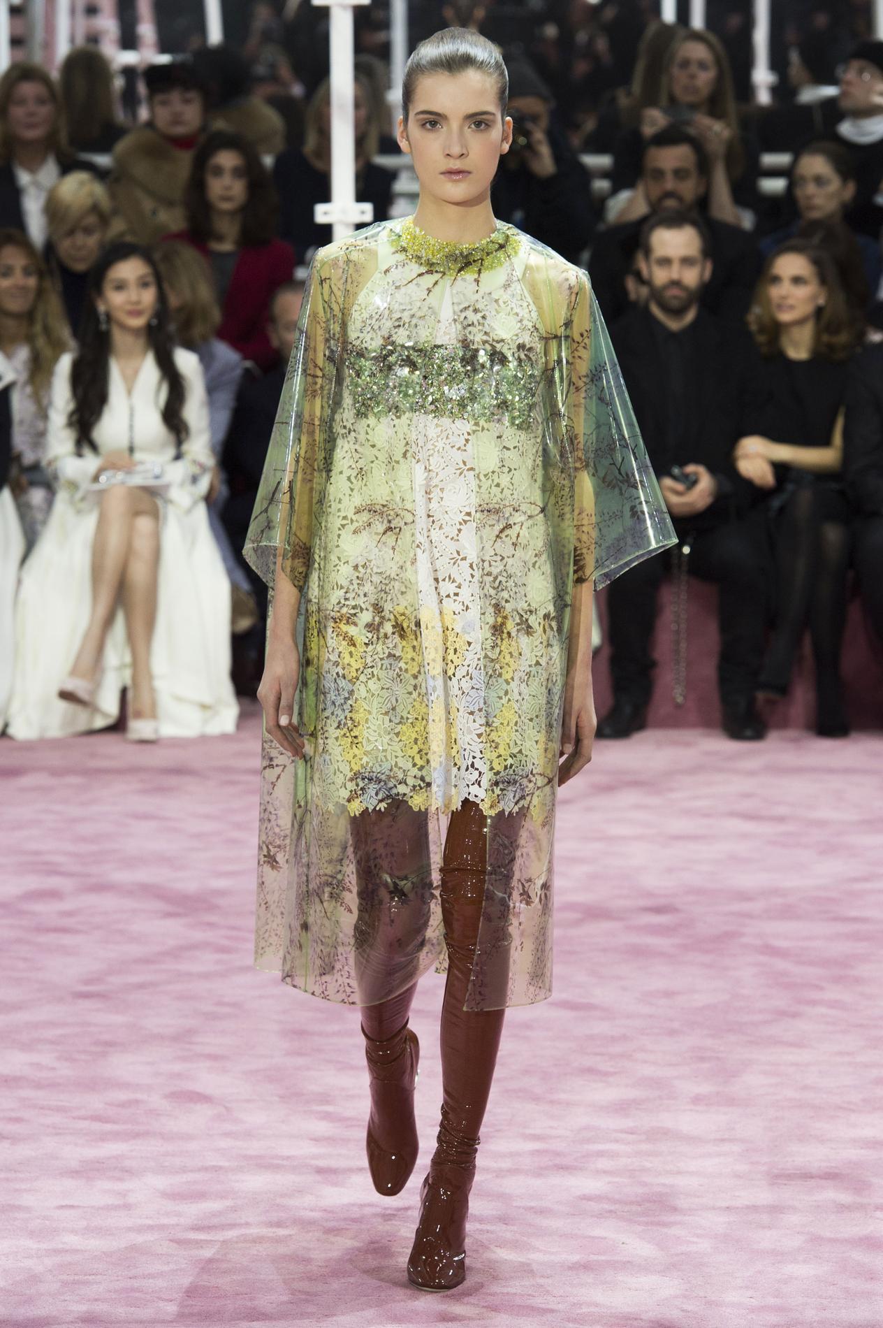Raf Simons échafaude Dior Madame Figaro