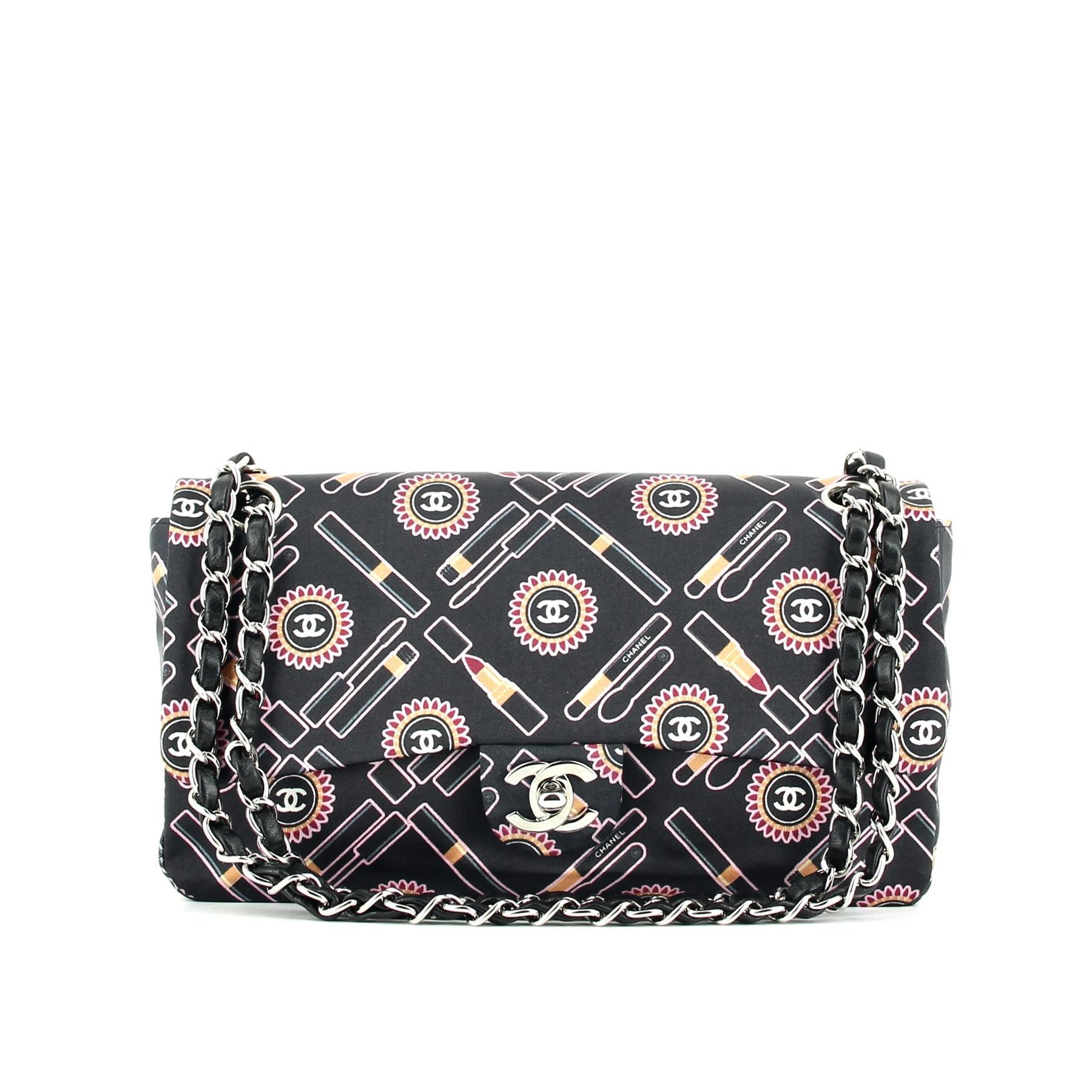 b0548862b27 Toute l éternité dans le sac classique de Chanel - Madame Figaro
