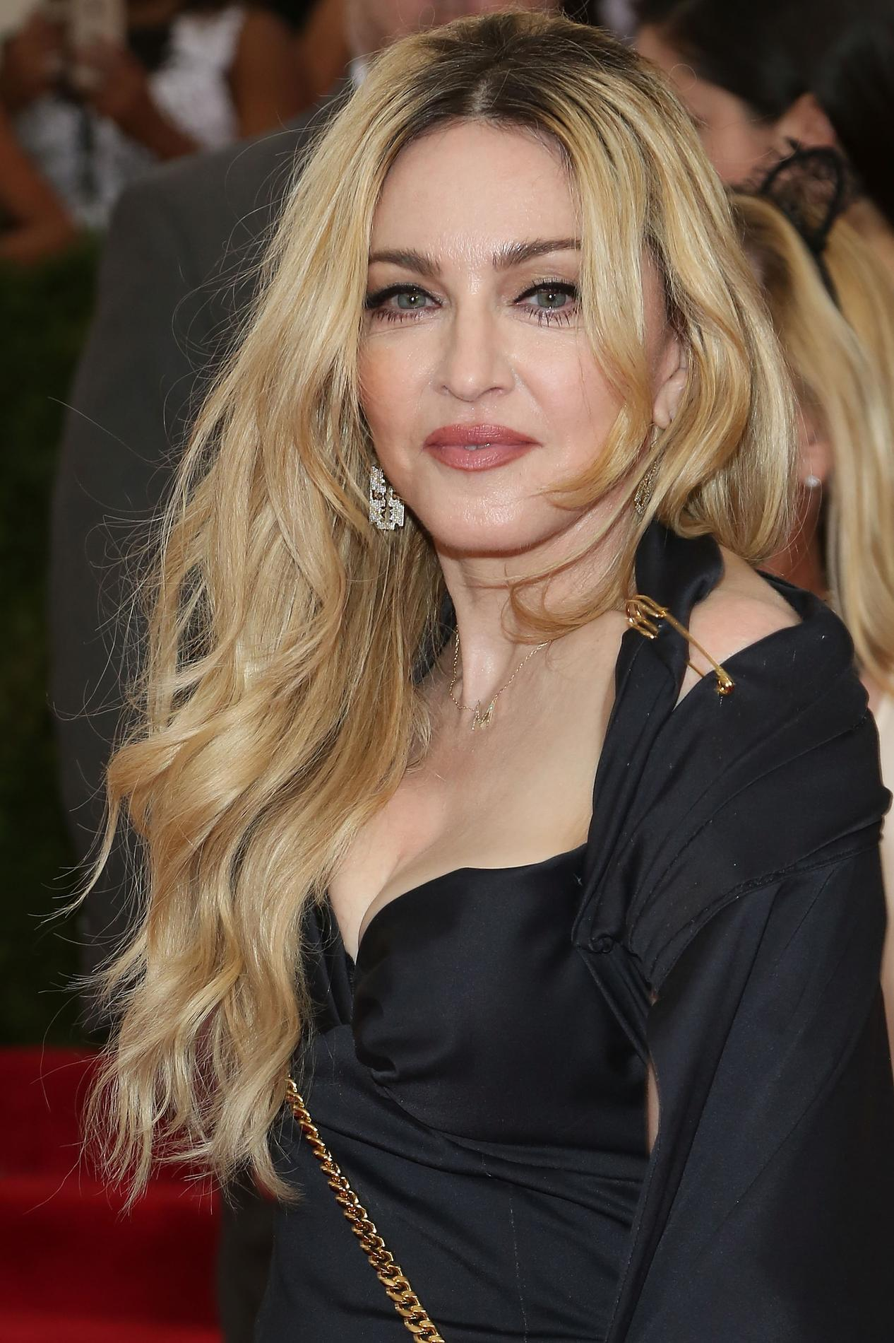 Peut On Garder Les Cheveux Longs Apres 50 Ans Madame Figaro