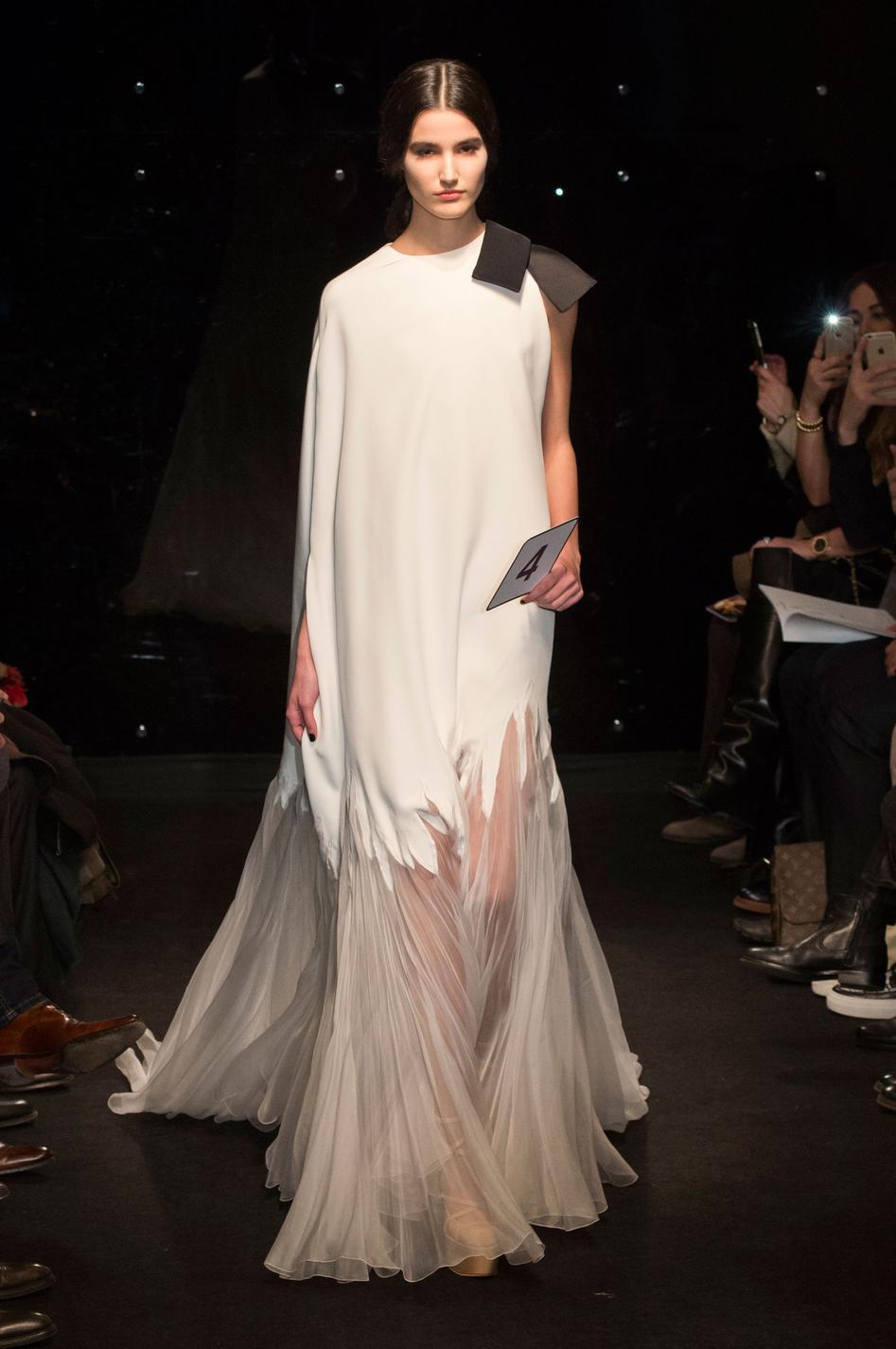 60b185175fe ... Les plus belles robes de mariée des défilés haute couture printemps-été  2016 ...