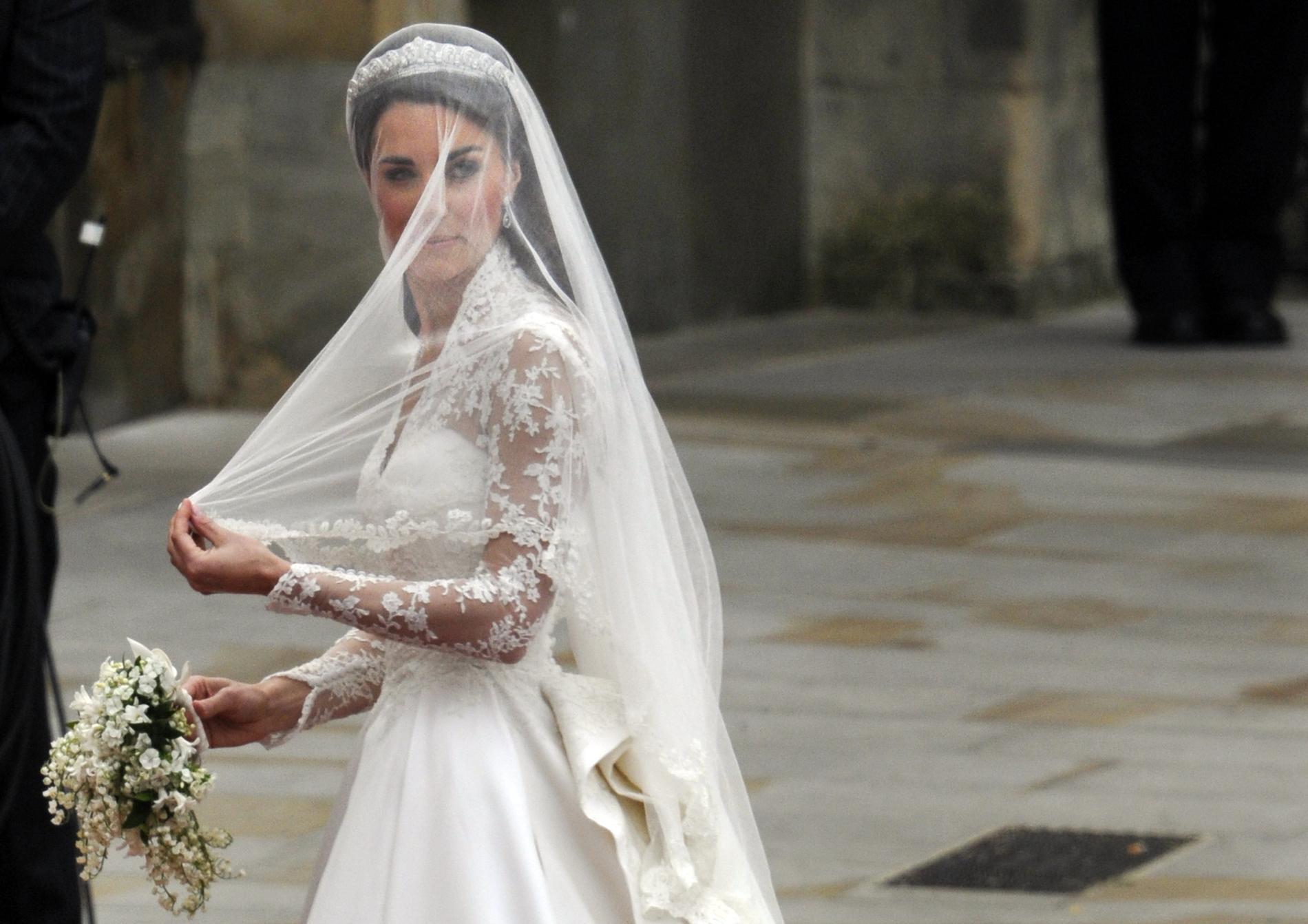 dcdf837d73f Polémique autour de la robe de mariée de Kate Middleton   Alexander McQueen  attaqué en justice