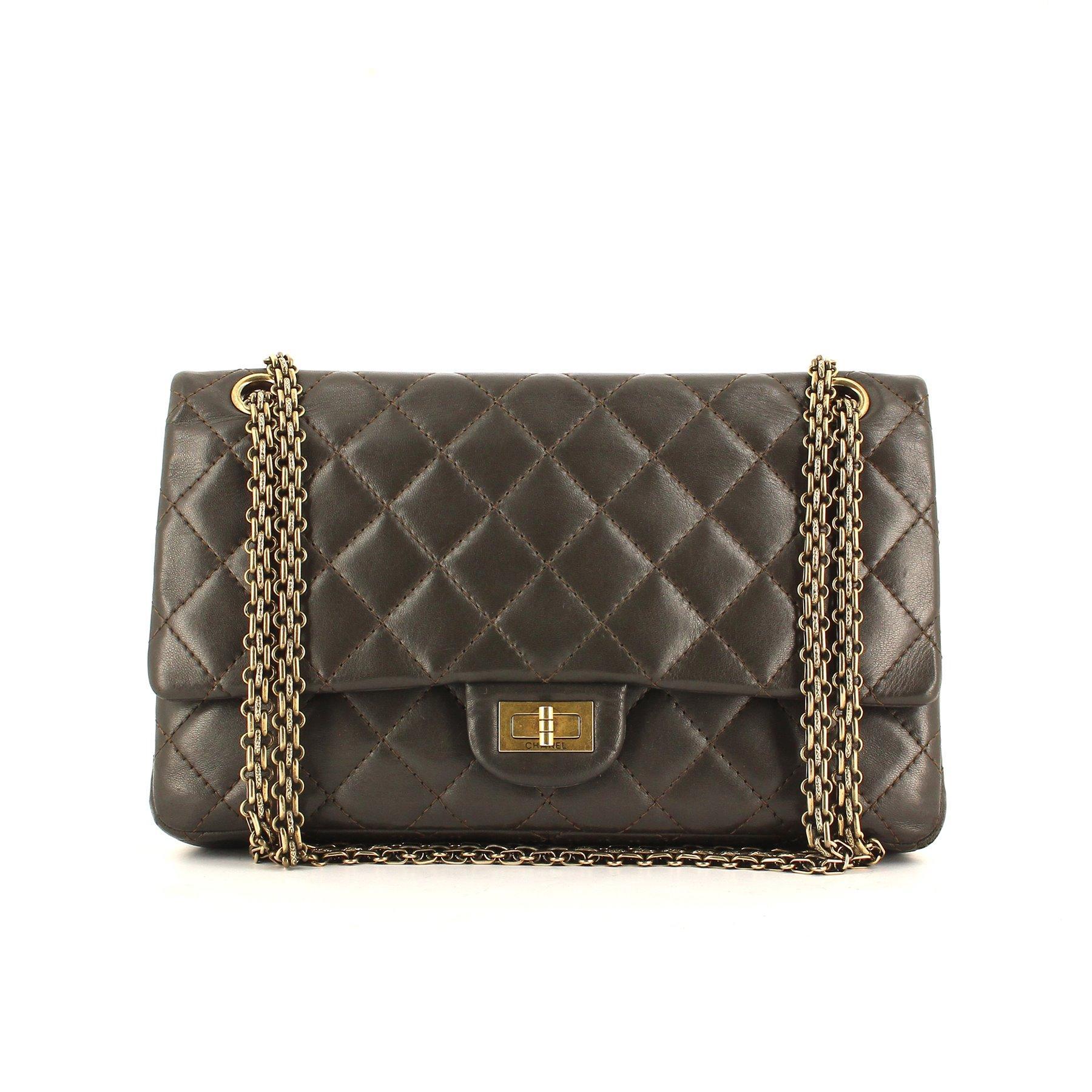 3c76aa34bca Le sac 2.55   les secrets de Coco Chanel à portée de main de toutes ...