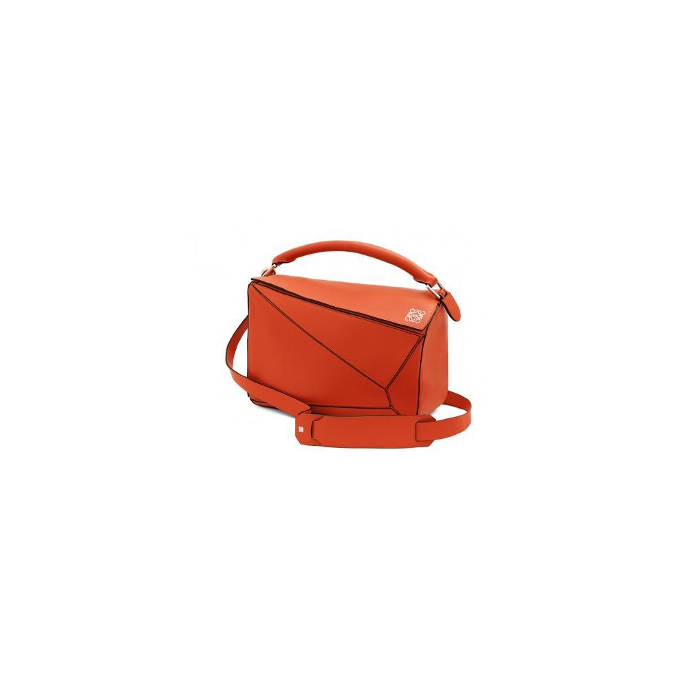 166108d3dc La minaudière pastèque de Karl Lagerfeld Sac à main : quel modèle nous fera  succomber cet été ? Le sac géométrique Loewe ...