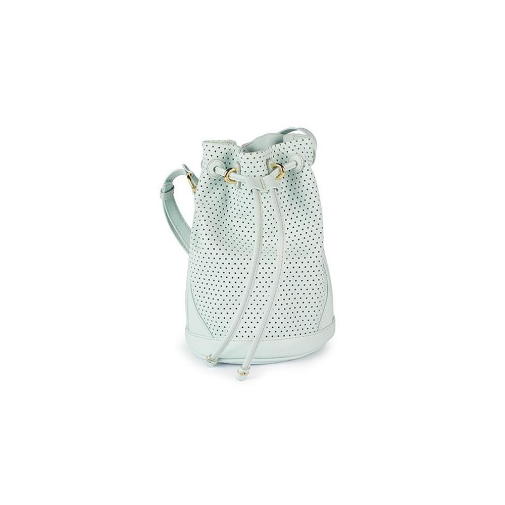 8fd2468e44 La minaudière pastèque de Karl Lagerfeld Sac à main : quel modèle nous fera  succomber cet été ? Le sac géométrique Loewe Sac à main : quel modèle nous  fera ...
