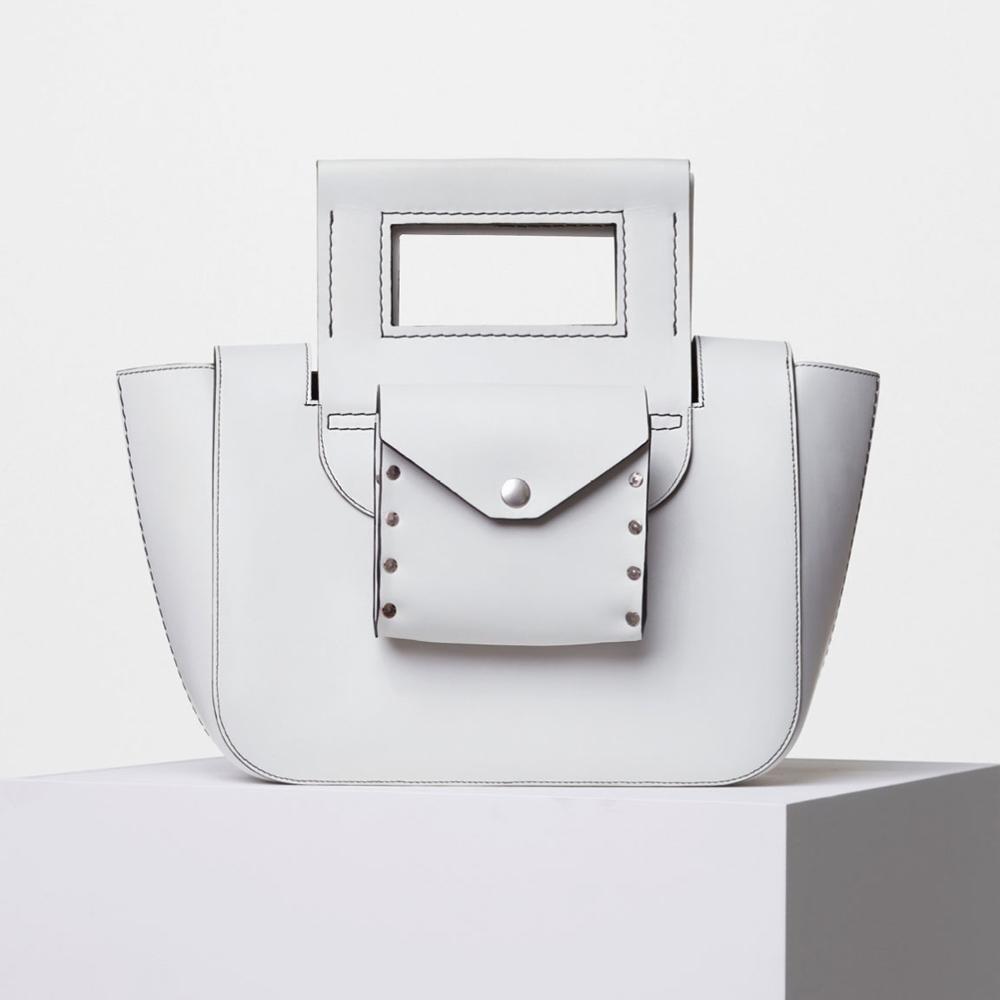 a9d850bc91 Le sac besace Chanel Sac à main : quel modèle nous fera succomber cet été ?  Le sac pastel Alexander McQueen ...