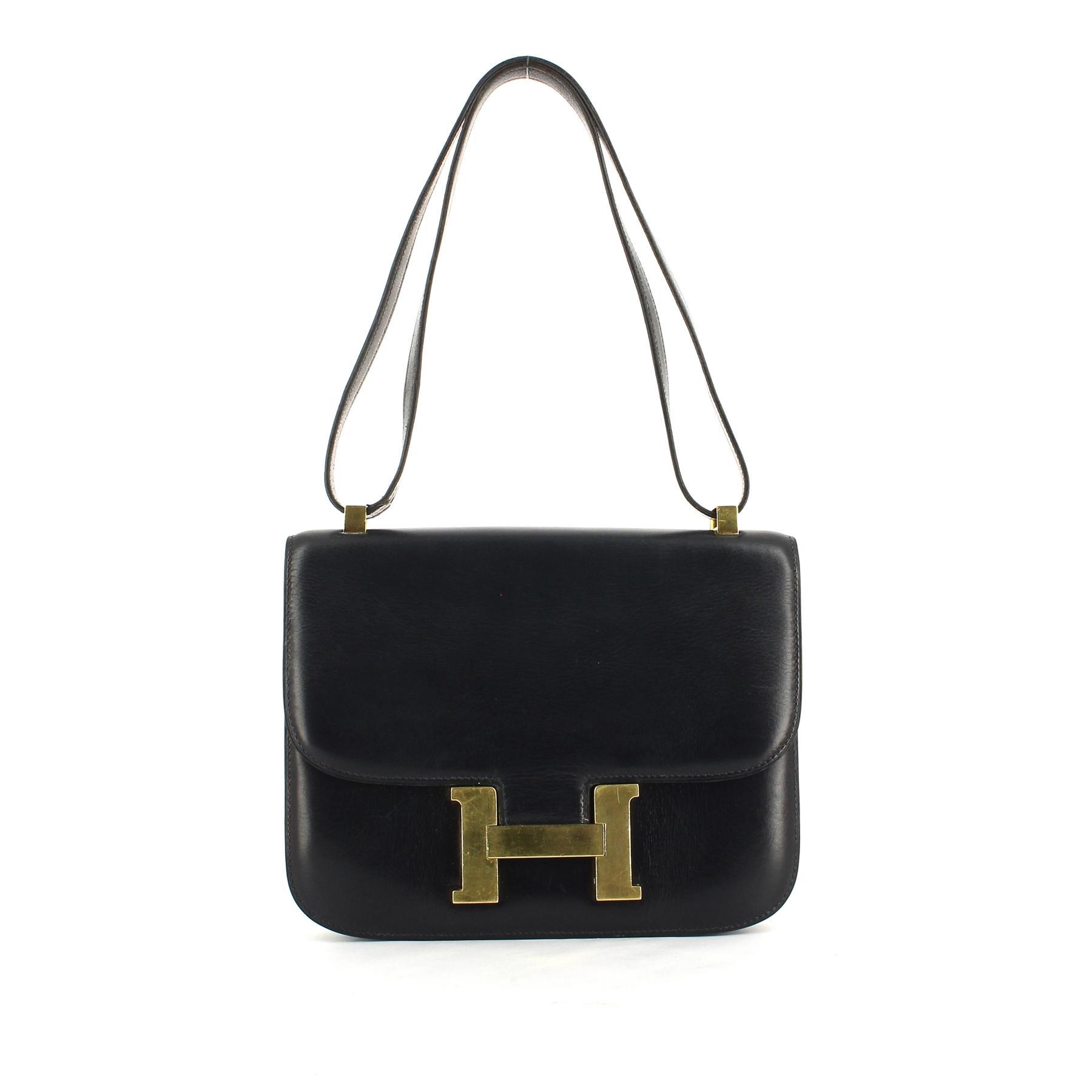 3e7cf8f81d Un sac, un look : le Constance d'Hermès, l'indispensable bandoulière ...
