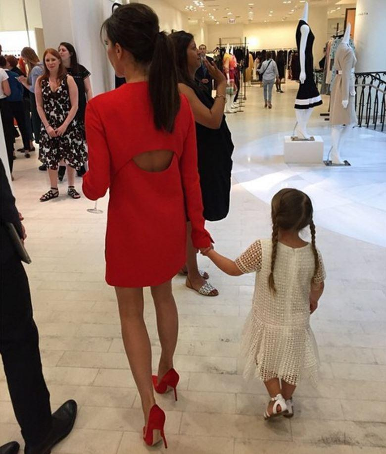 0ac601578dbfb ... mini-moi Harper Seven Beckham   La fille à papa Harper Seven Beckham    La star des front-rows Flynn Bloom   le bambin malicieux Flynn Bloom   le  casual ...