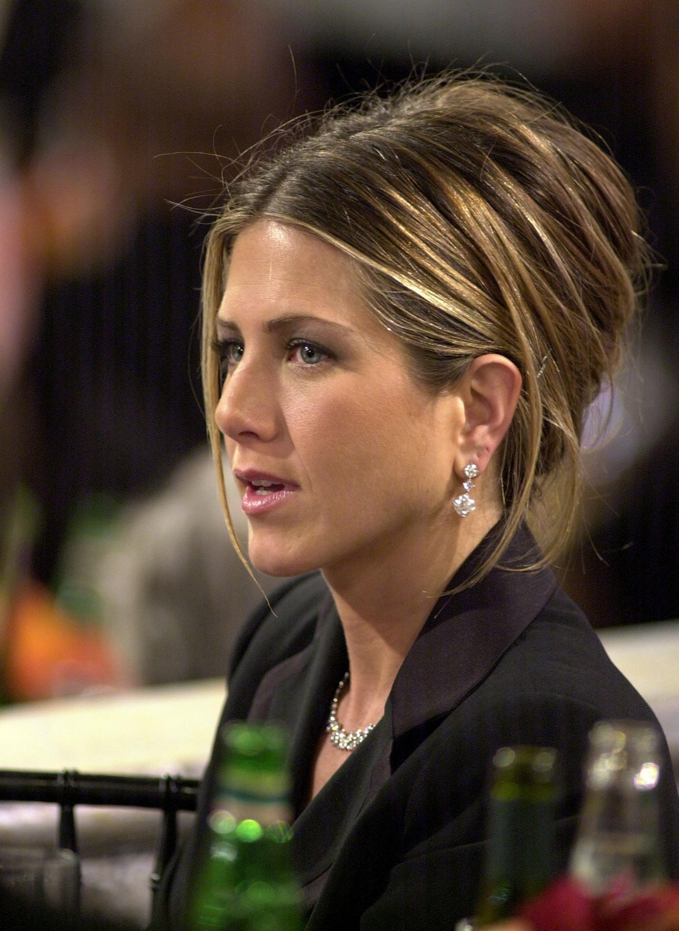 Du carré Rachel au blond californien : retour sur les coiffures cultes de Jennifer Aniston ...
