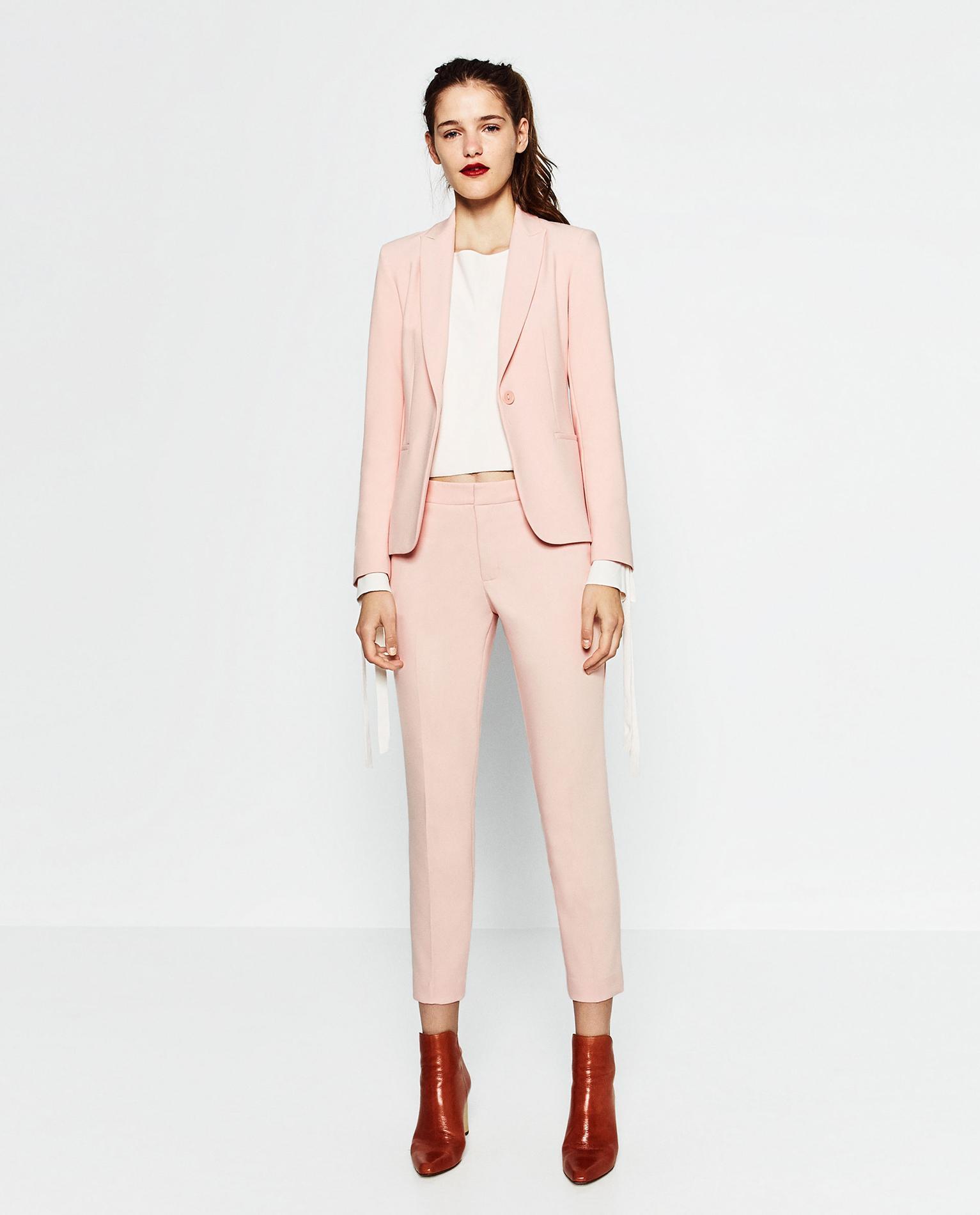 82607f9b631 Ces marques qui réhabilitent le tailleur pour working girl - Madame ...