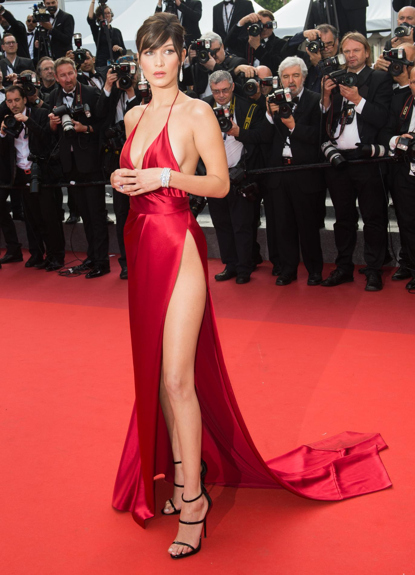 La Robe Fendue L Arme Fatale Des Stars Sur Tapis Rouge Madame Figaro