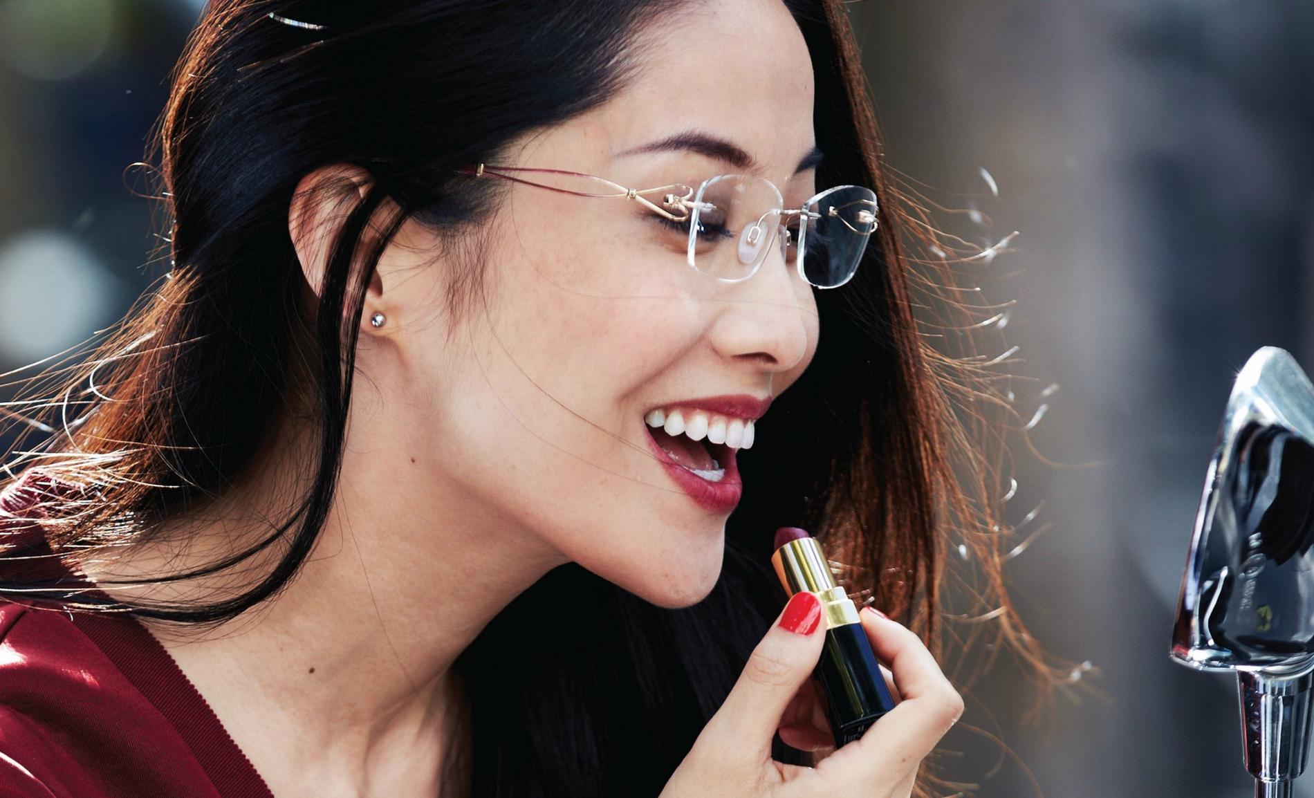 264b4242c0 Line Art est une marque de lunettes japonaises de luxe et de montures  bijoux en titane pour femme