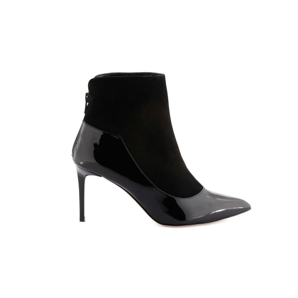 894396292a050a ... Des chaussures en soldes pour se rendre au bureau - Cosmoparis ...