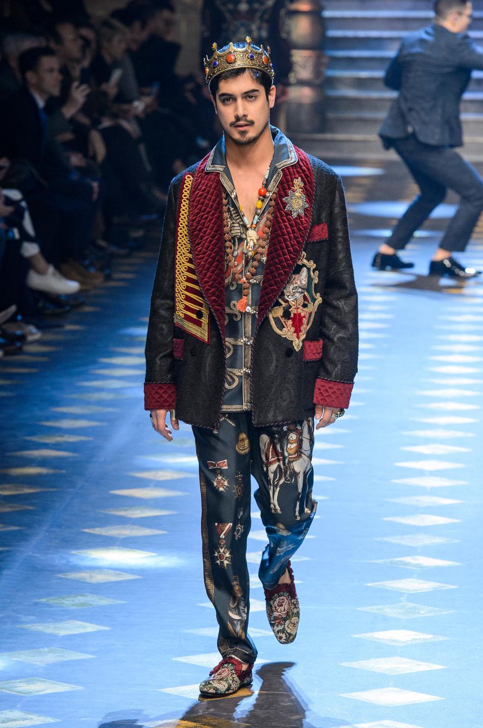 1a5ef7f9 ... Le célèbre casting de Millennials du défilé homme Dolce & Gabbana  automne-hiver 2017-2018 - Avan Jogia ...