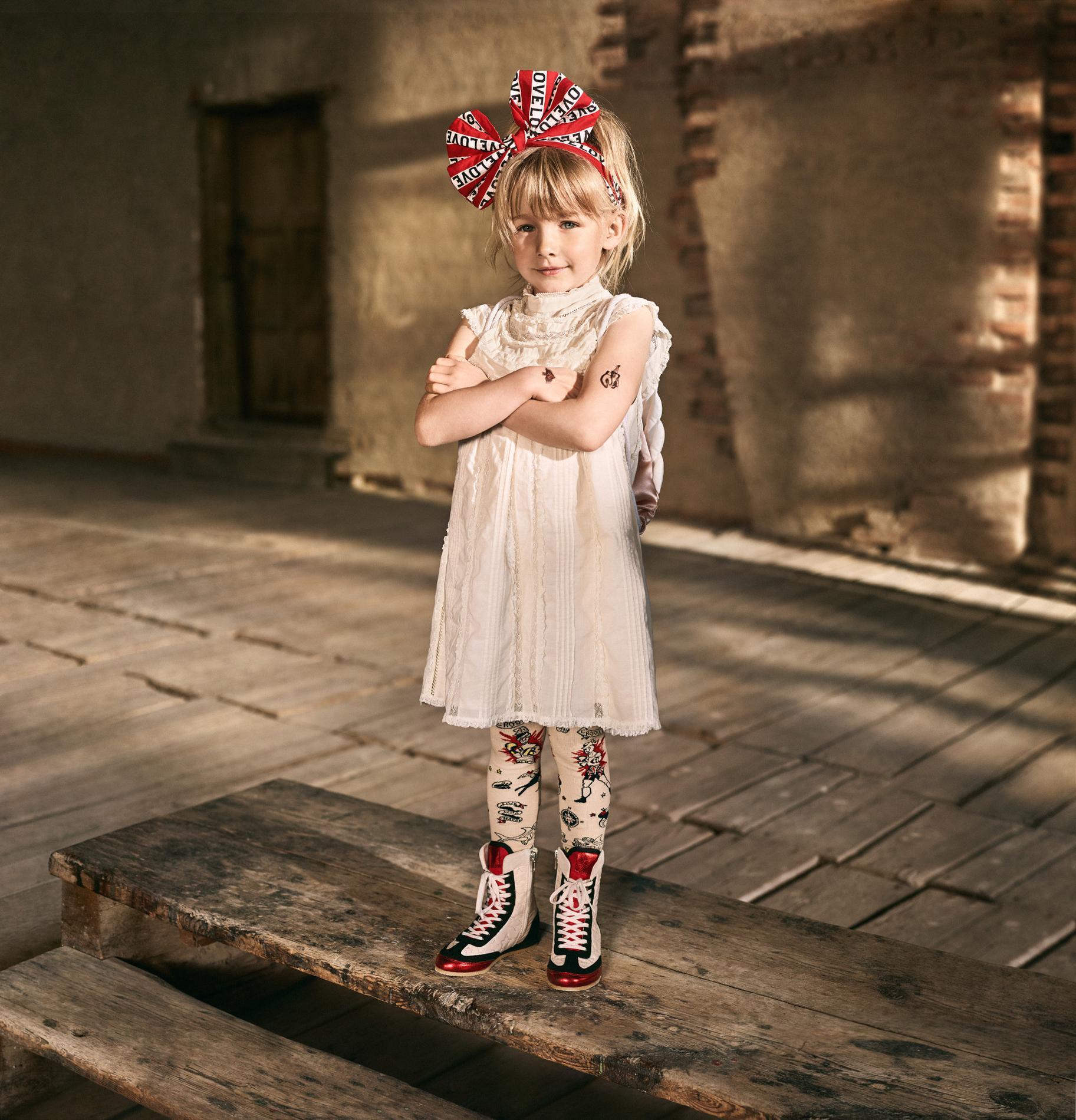 1878753dfdca1 ... H M Studio dévoile sa nouvelle collection enfant printemps-été 2017 -  En rouge et blanc ...