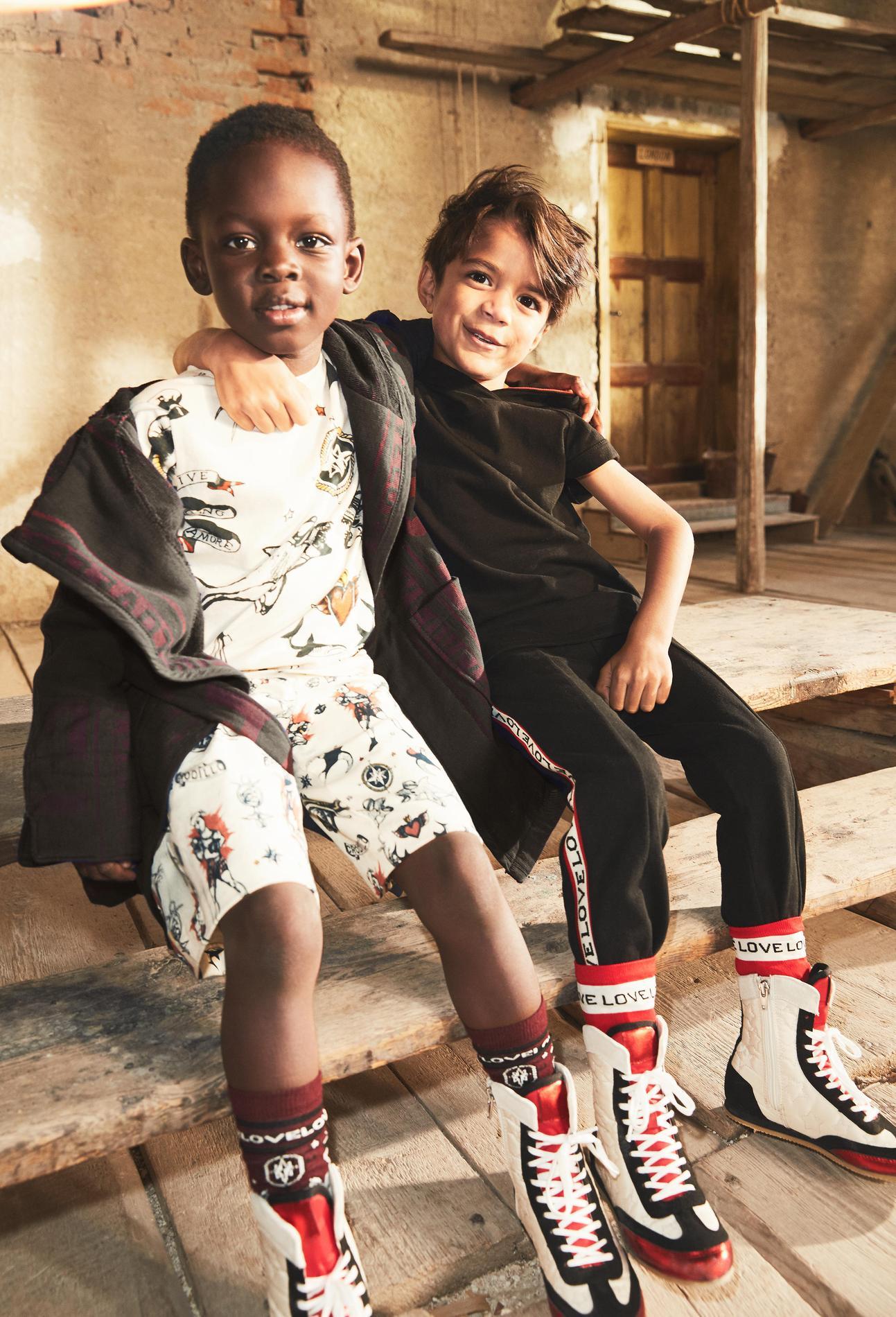 a8be0ce2578bc ... H M Studio dévoile sa nouvelle collection enfant printemps-été 2017 -  Chaussons de danse et chaussettes de boxeur H M Studio dévoile sa nouvelle  ...