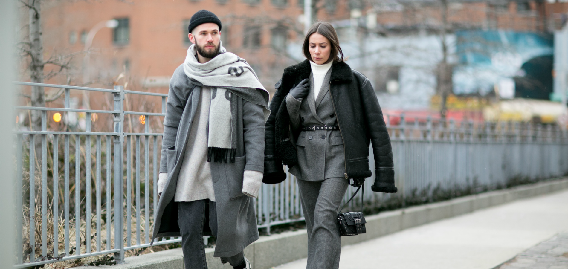 e6d74223ba Lors de la Fashion Week new-yorkaise automne-hiver 2016-2017, cette jeune  femme excelle dans l'art de magnifier son ensemble tailleur-veste, avec un  manteau ...
