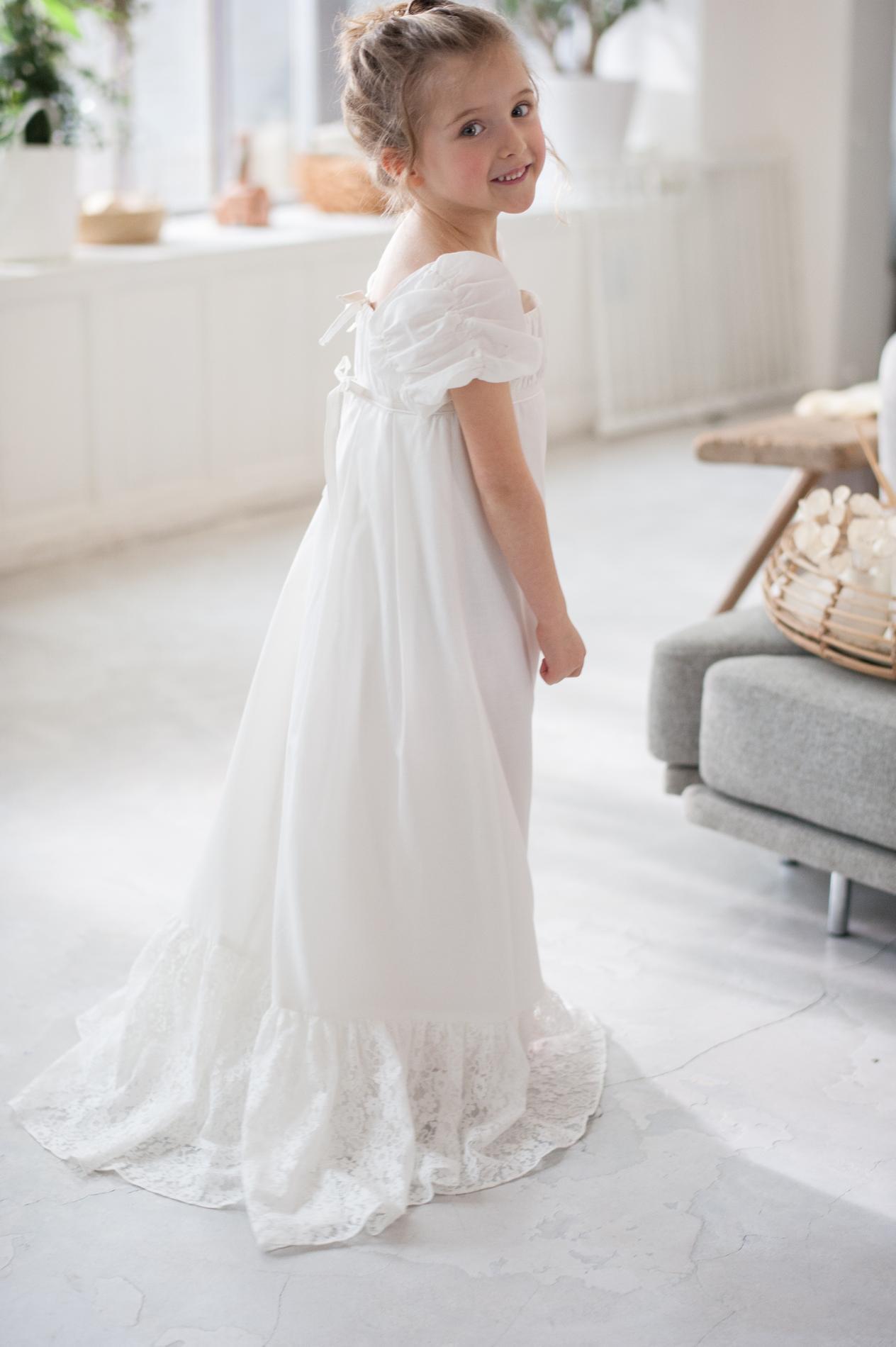 462ac7766a5 Delphine Manivet imagine une collection baptême et cérémonie pour La ...