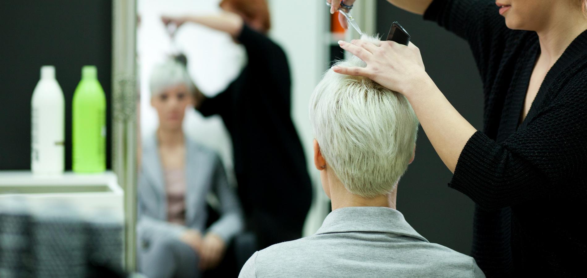 Avantages de sortir avec un coiffeur