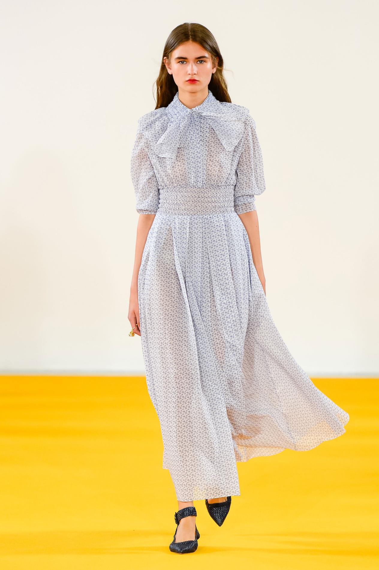 6431800af72 ... Notre sélection de robes extra-longues pour les petites et les grandes  - Emilia Wickstead ...