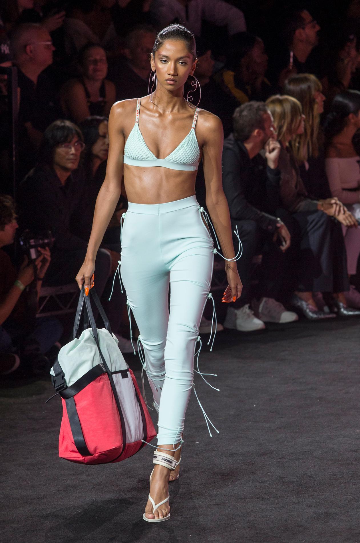 info for a9f8d 5b53c Après le prêt-à-porter et la beauté, Rihanna se lance dans ...