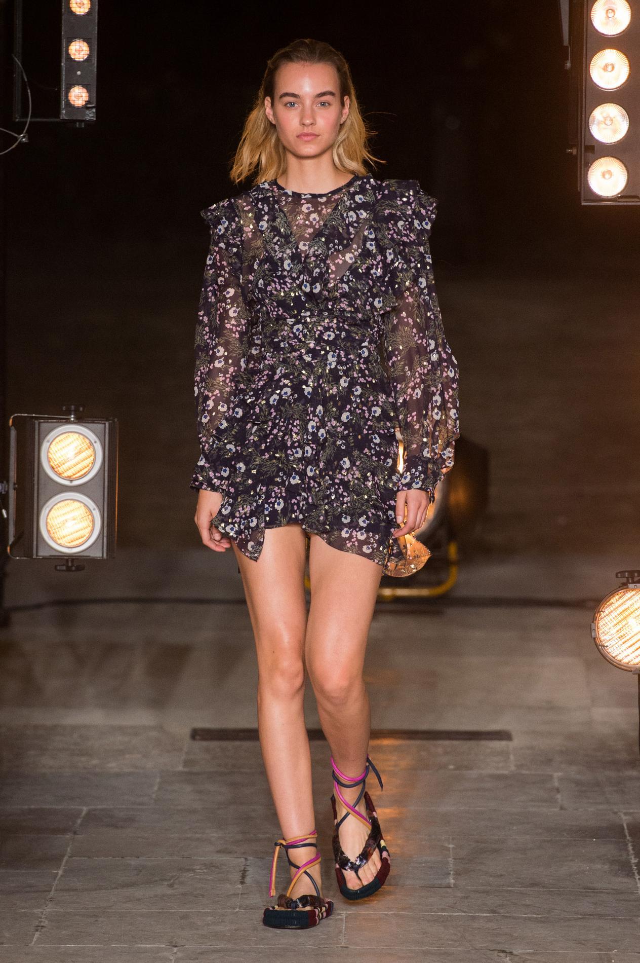 Figaro Qui Paris La Week Est InOut Fashion De À Madame jpVqLSUMzG
