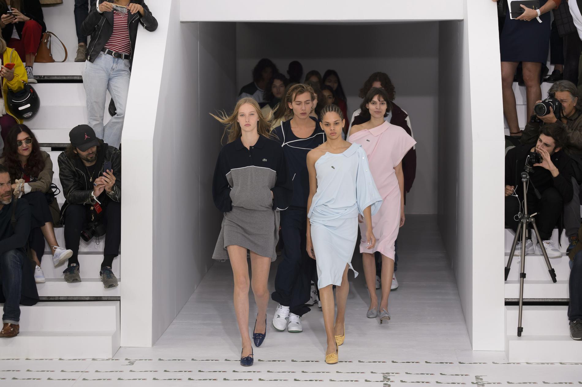 868c9385ac Défilé Lacoste printemps-été 2018, Paris - Look 54. Imaxtree. Facebook ·  Twitter · Pinterest · Linkedin · Viadeo · Whatsapp. Fashion Week. - À l'occasion  de ...
