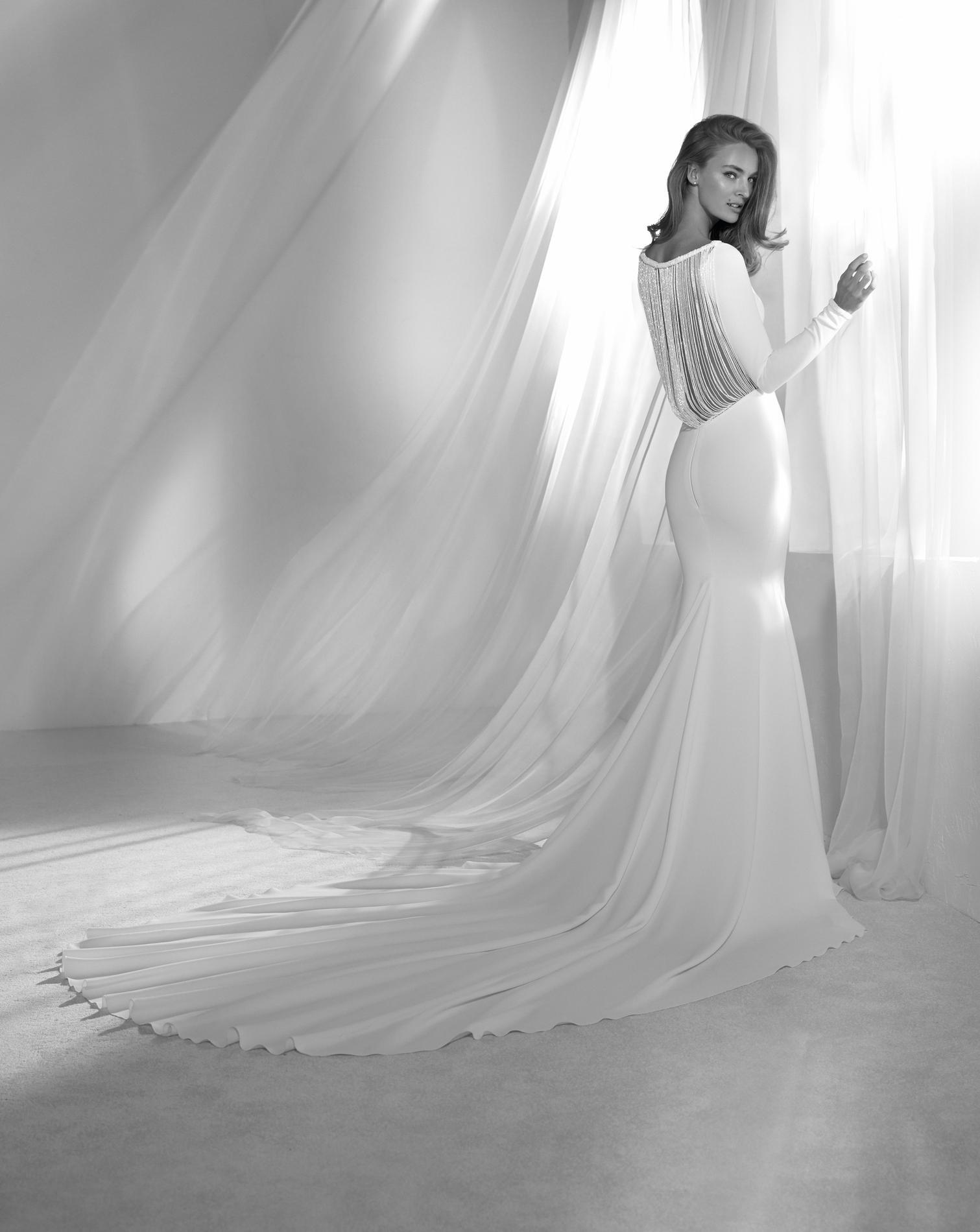 Ses Nouvelles Robes Collections Pronovias Mariée De 2018 Dévoile 35lj4ar hrtsdCxQ