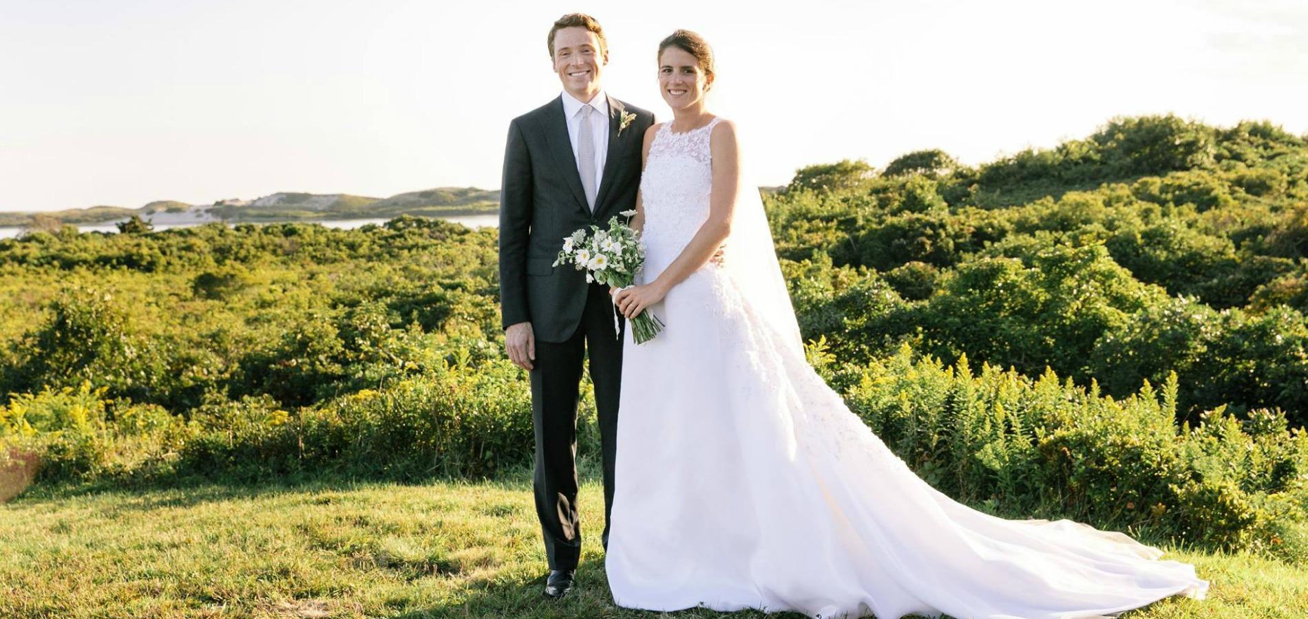 d8609ad30c1 À quoi ressemble la robe de mariée de la petite-fille de Jackie ...
