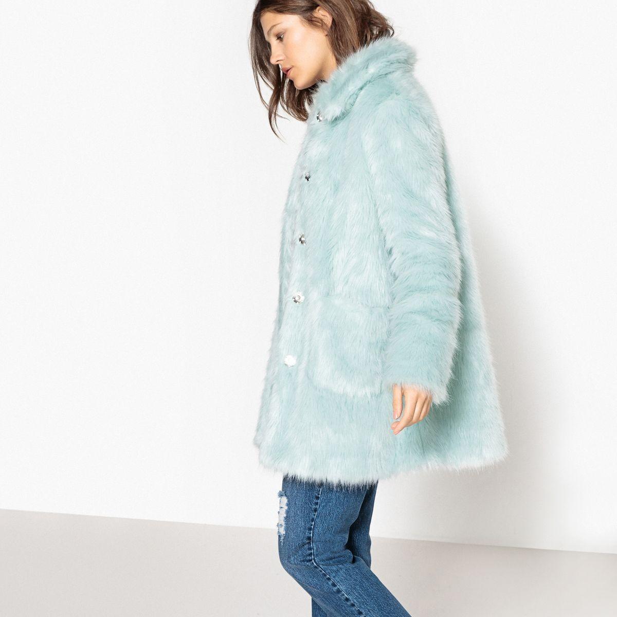 Des manteaux en fausse fourrure colorée pour passer l'hiver