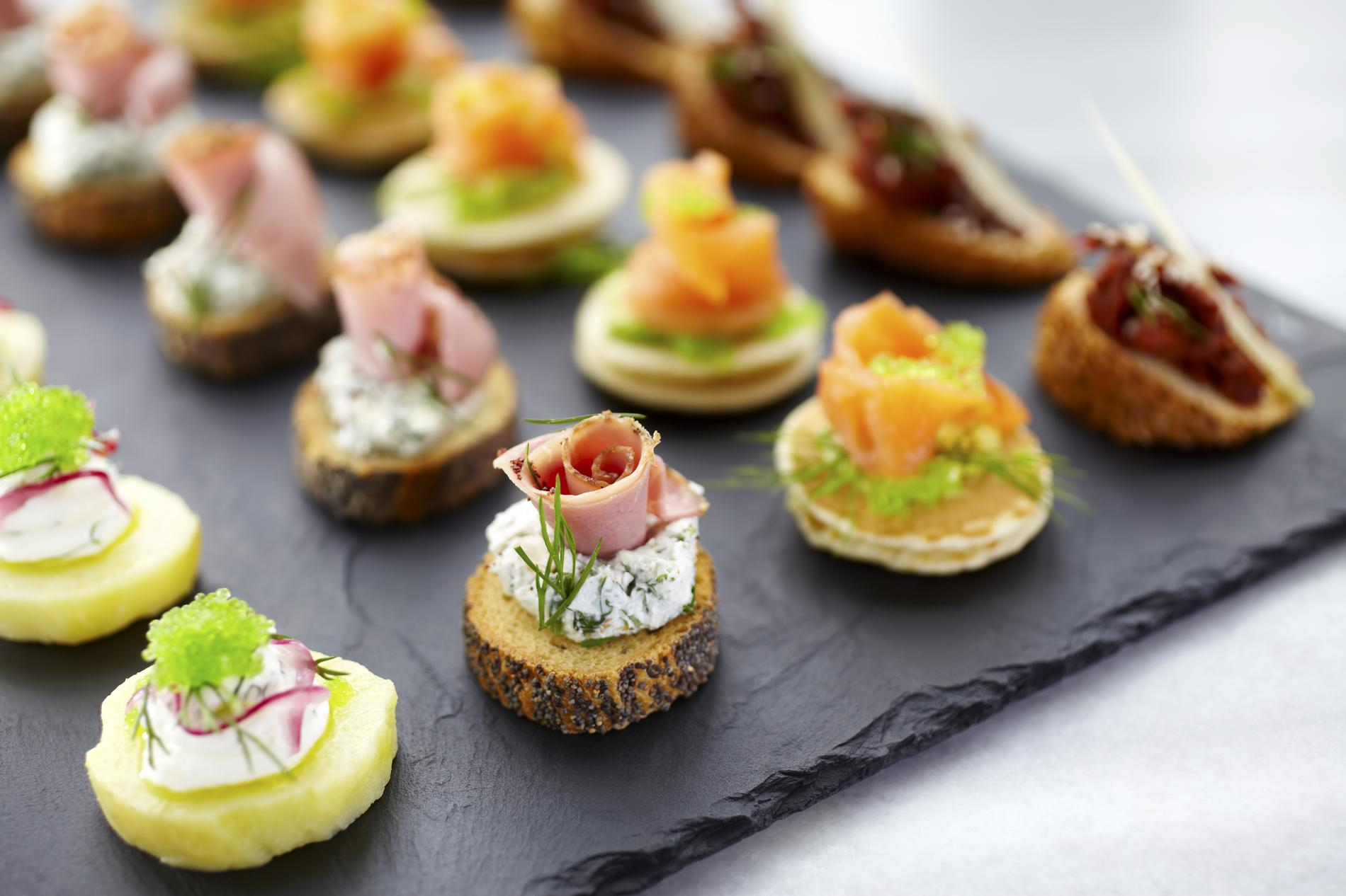 https madame lefigaro fr cuisine bouchees aperitives petits fours et canape nos meilleures recettes 061217 145873