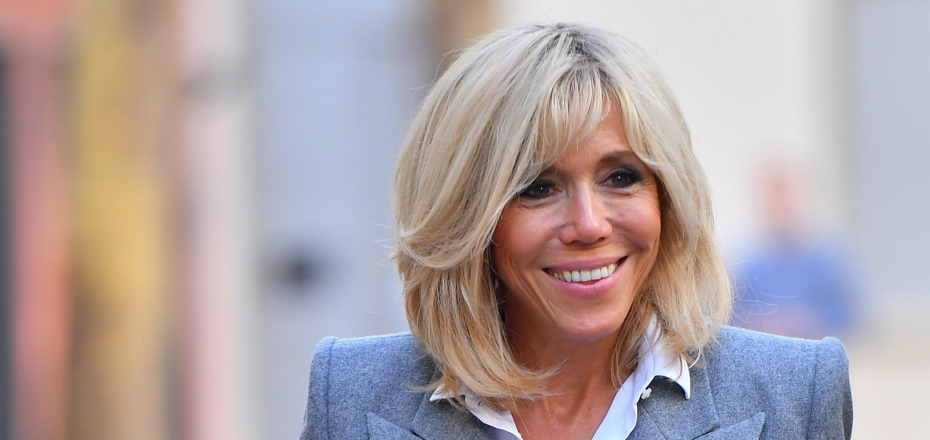 Carre Signature Frange Aleatoire Blond Changeant La Coiffure De Brigitte Macron Passee Au Crible Madame Figaro