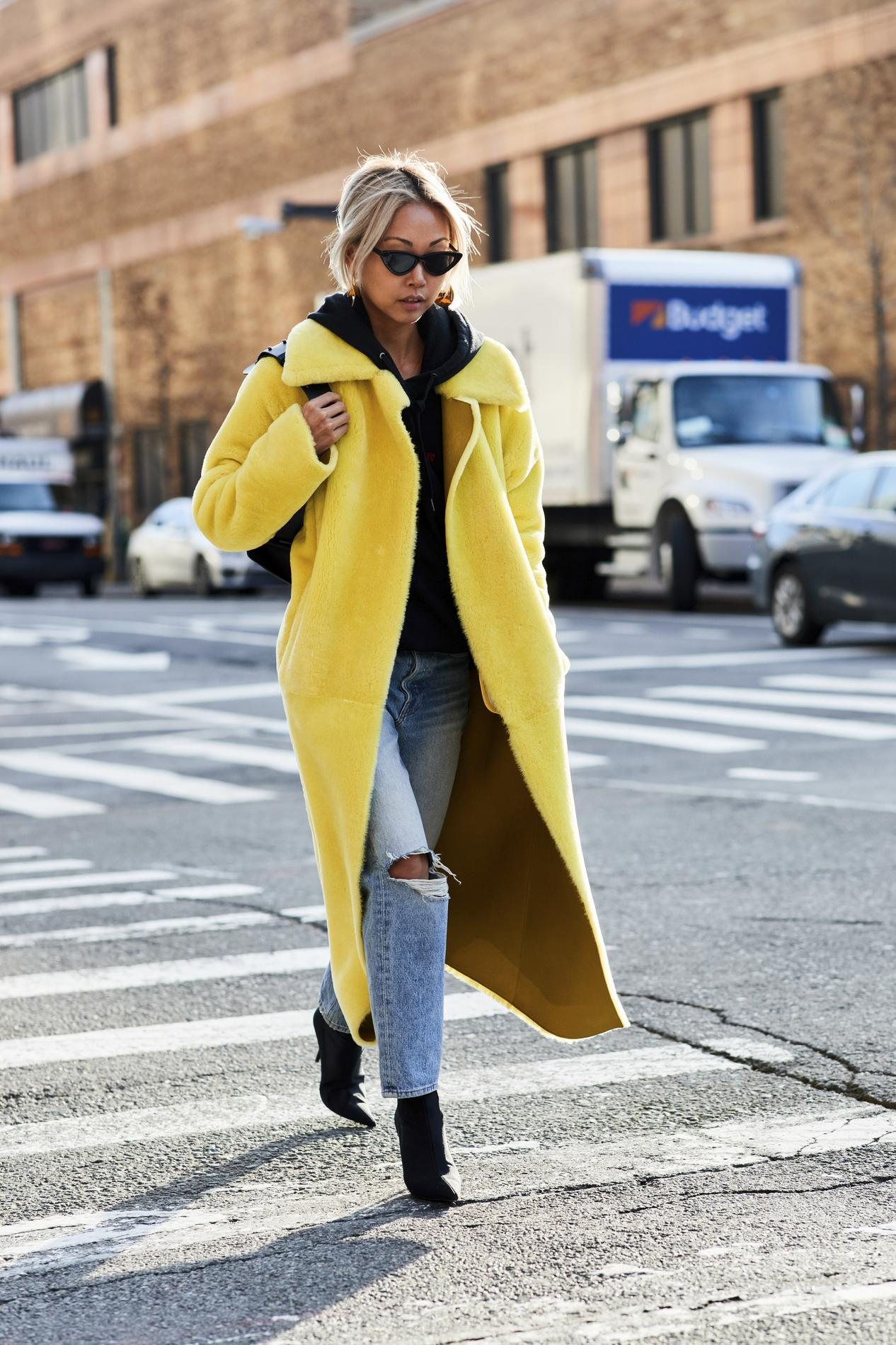 b576fb0cb7a9d ... L'art de porter le sweat à capuche en mode Street Style - La juste dose  de nonchalance ...