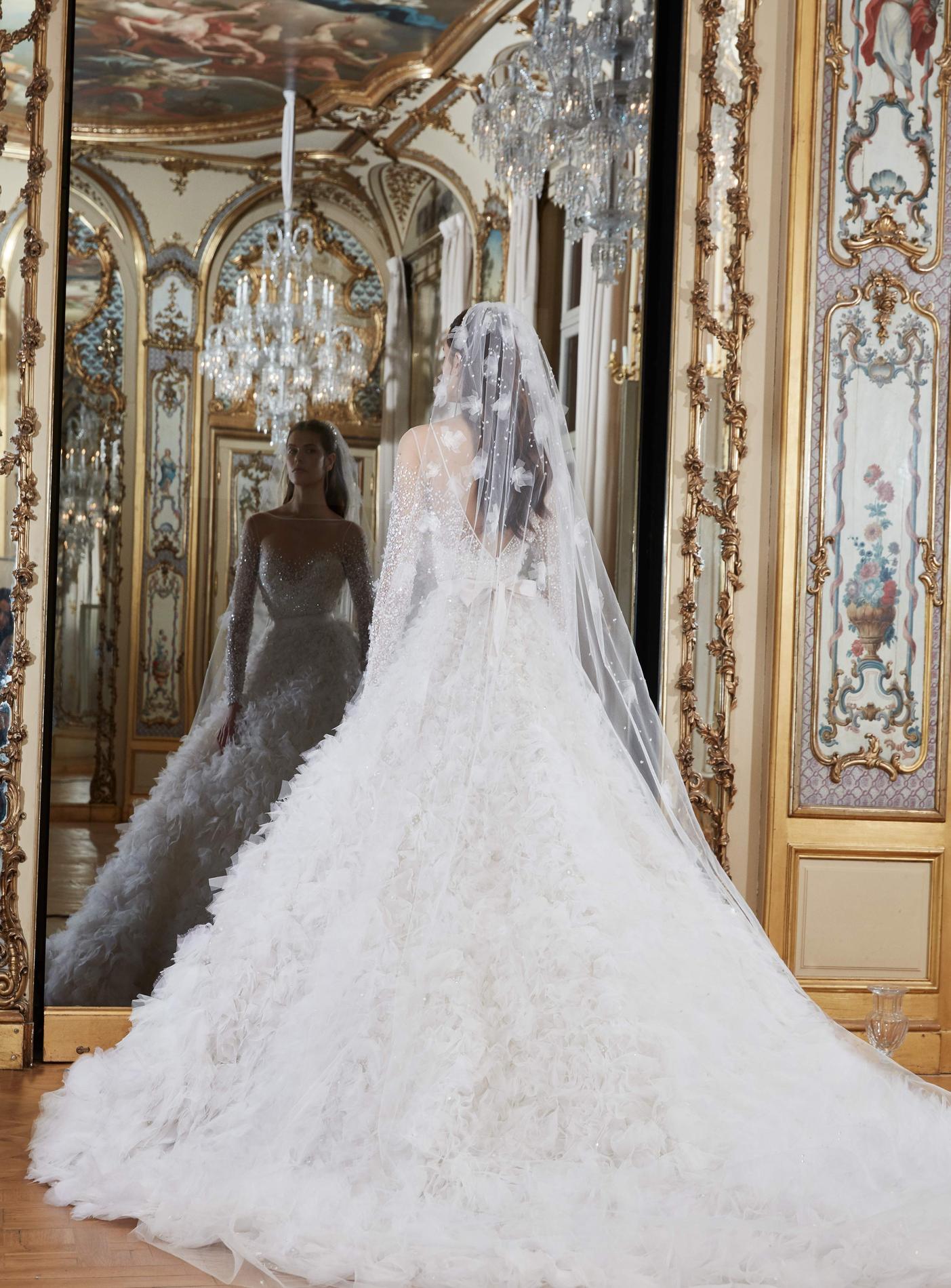 Les Robes De Mariée Signées Elie Saab 2019 Nous Invitent à