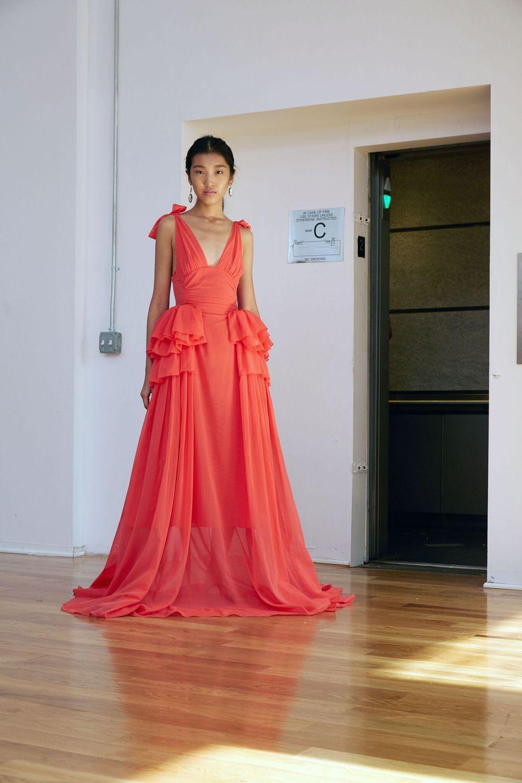 f4058fc63a49c ... Des tenues d invitée pour un mariage (presque) royal - Rosie Assoulin  ...