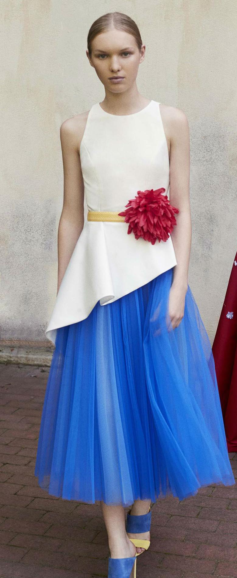 6552321c1ebd0 ... Des tenues d invitée pour un mariage (presque) royal - Carolina Herrera  ...