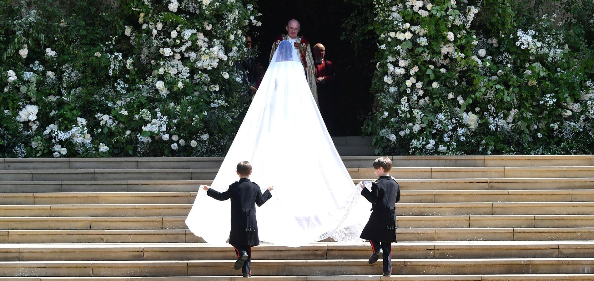 Une Creatrice Britannique Pour Une Maison Francaise La Robe
