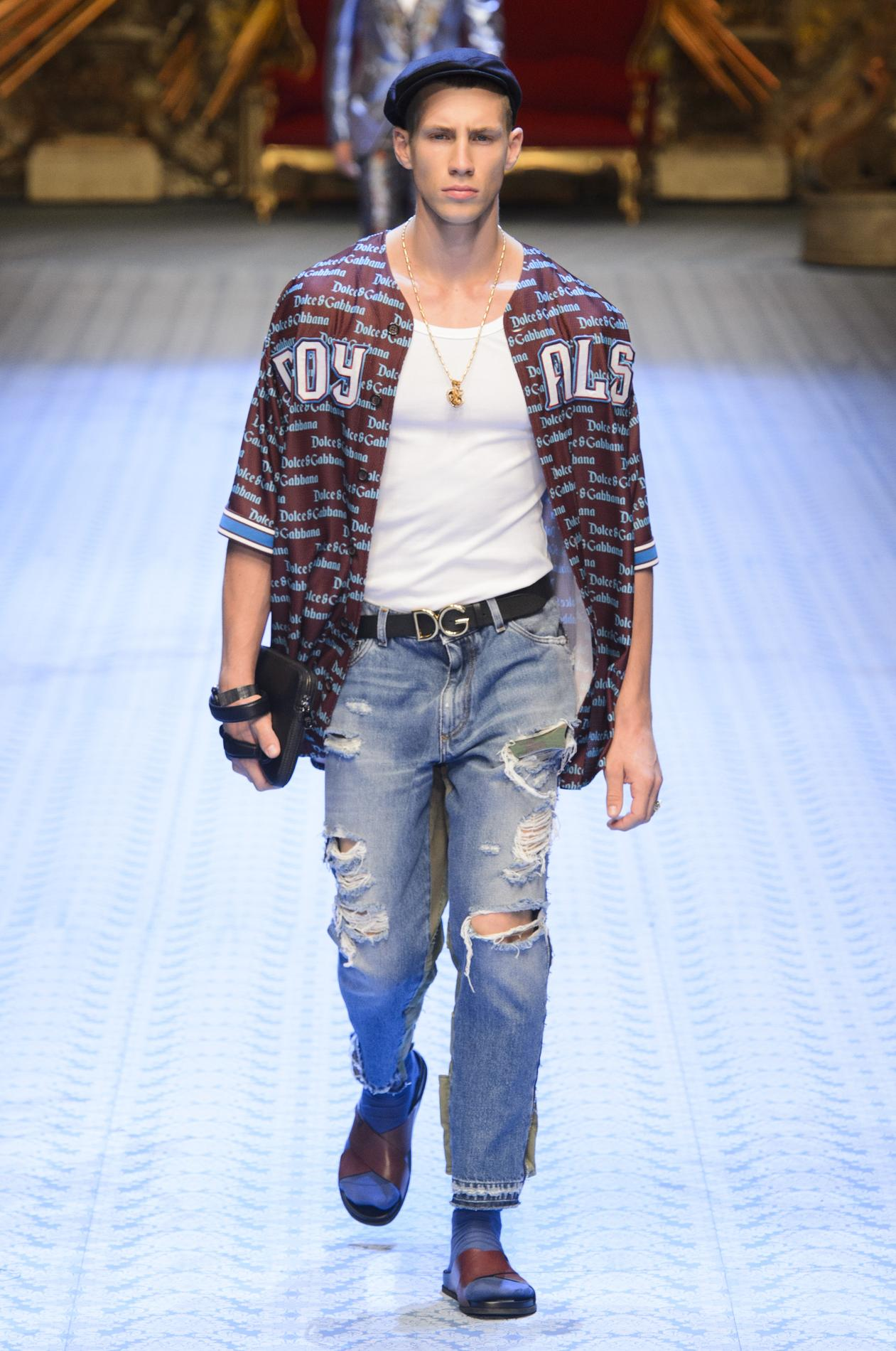 fa04998f Monica Bellucci défile à Milan pour Dolce & Gabbana - Madame Figaro