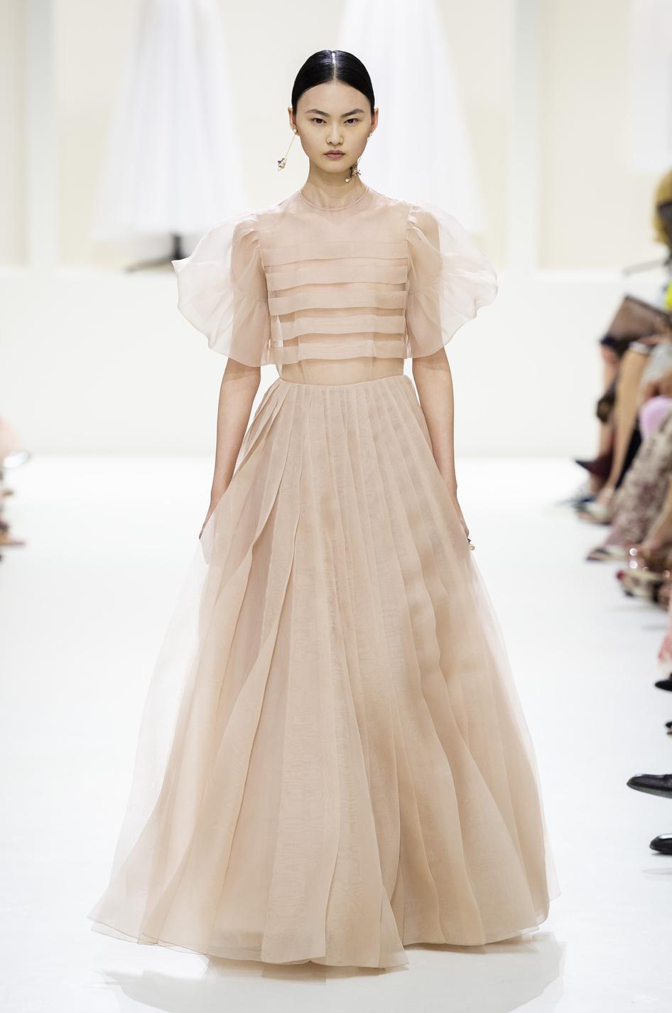c3422f1018b ... Fashion Week haute couture automne-hiver 2018-2019 - Chanel Les robes  de rêves repérées à la Fashion Week haute couture automne-hiver 2018-2019 -  Chanel ...