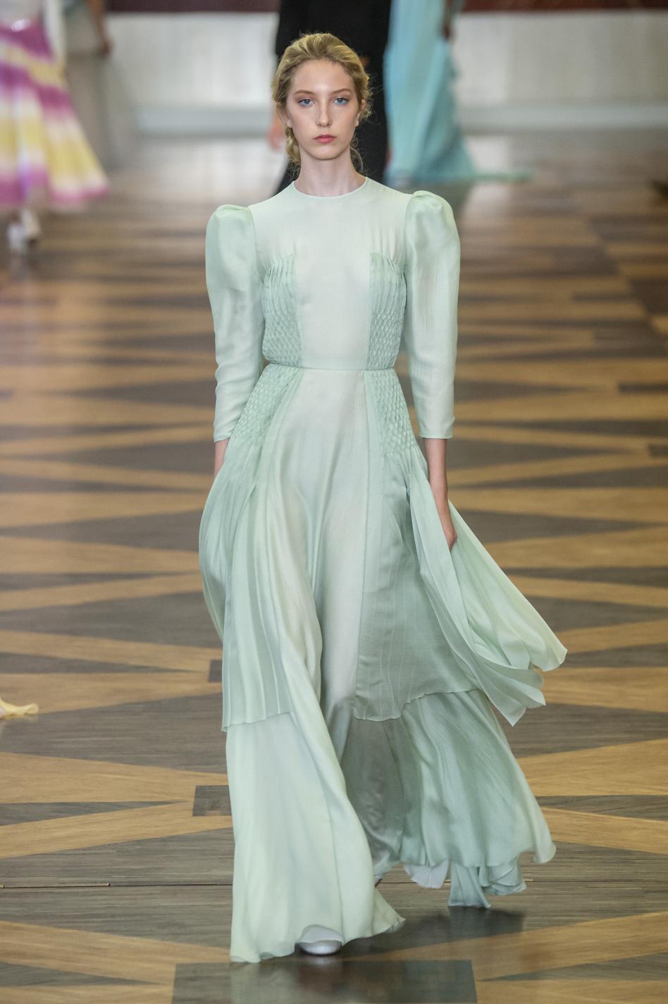 la Fashion Week haute couture automne,hiver 2018,2019 , Schiaparelli  Les robes de rêves repérées à la Fashion Week haute couture automne,hiver  2018,2019