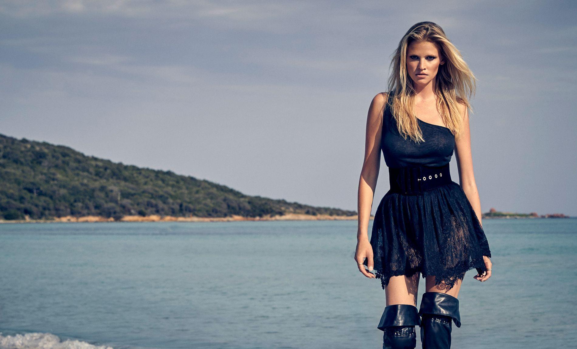 Lara Stone La Ressemblance Avec Brigitte Bardot S Arrete Au