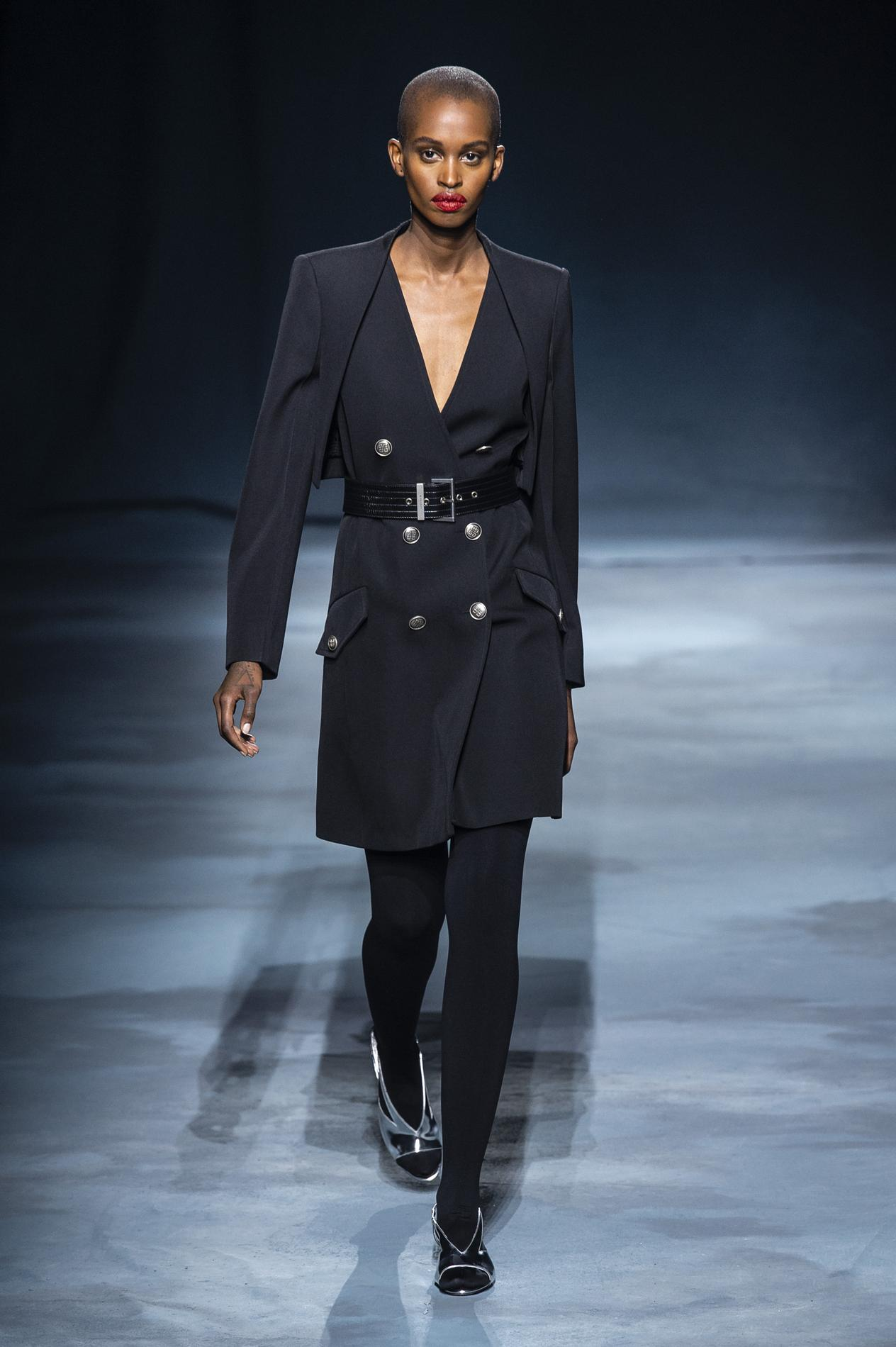 Madame Nouveau Défilé GivenchyLe Figaro Féminin YbI7gfv6y