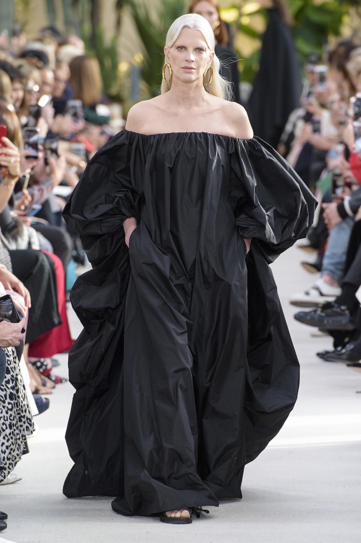 Madame Intenses Valentino Et Au Couleurs Figaro Majeure Défilé Poésie m0yvNOnw8