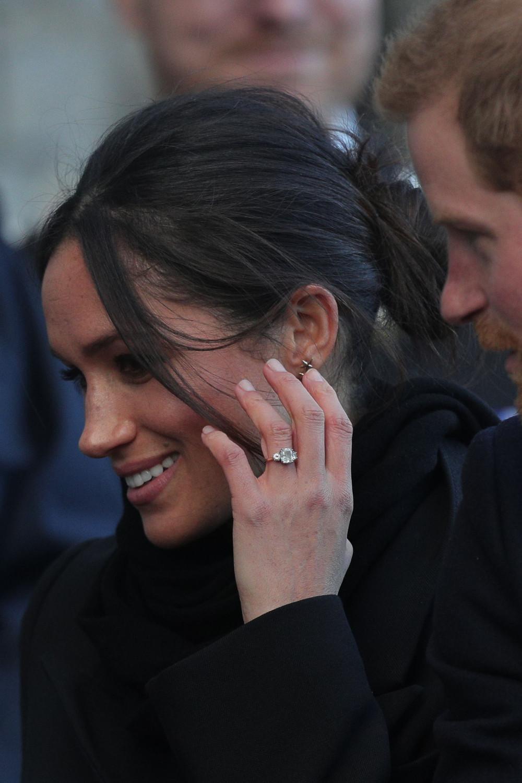 Buckingham En Palace La Vente De Fiançailles Une Met Bague Copie OXnw0k8P