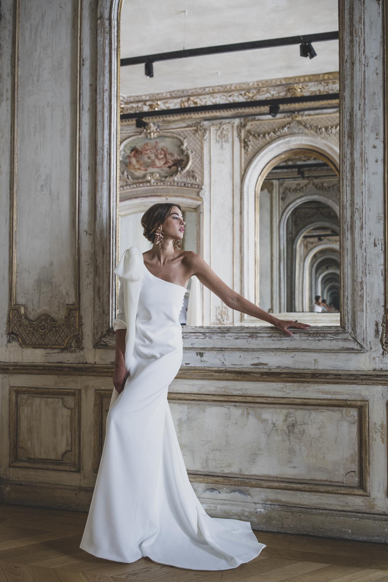 5c1efaf46bf Victoire Vermeulen dévoile sa collection de robes de mariée 2019 L ...