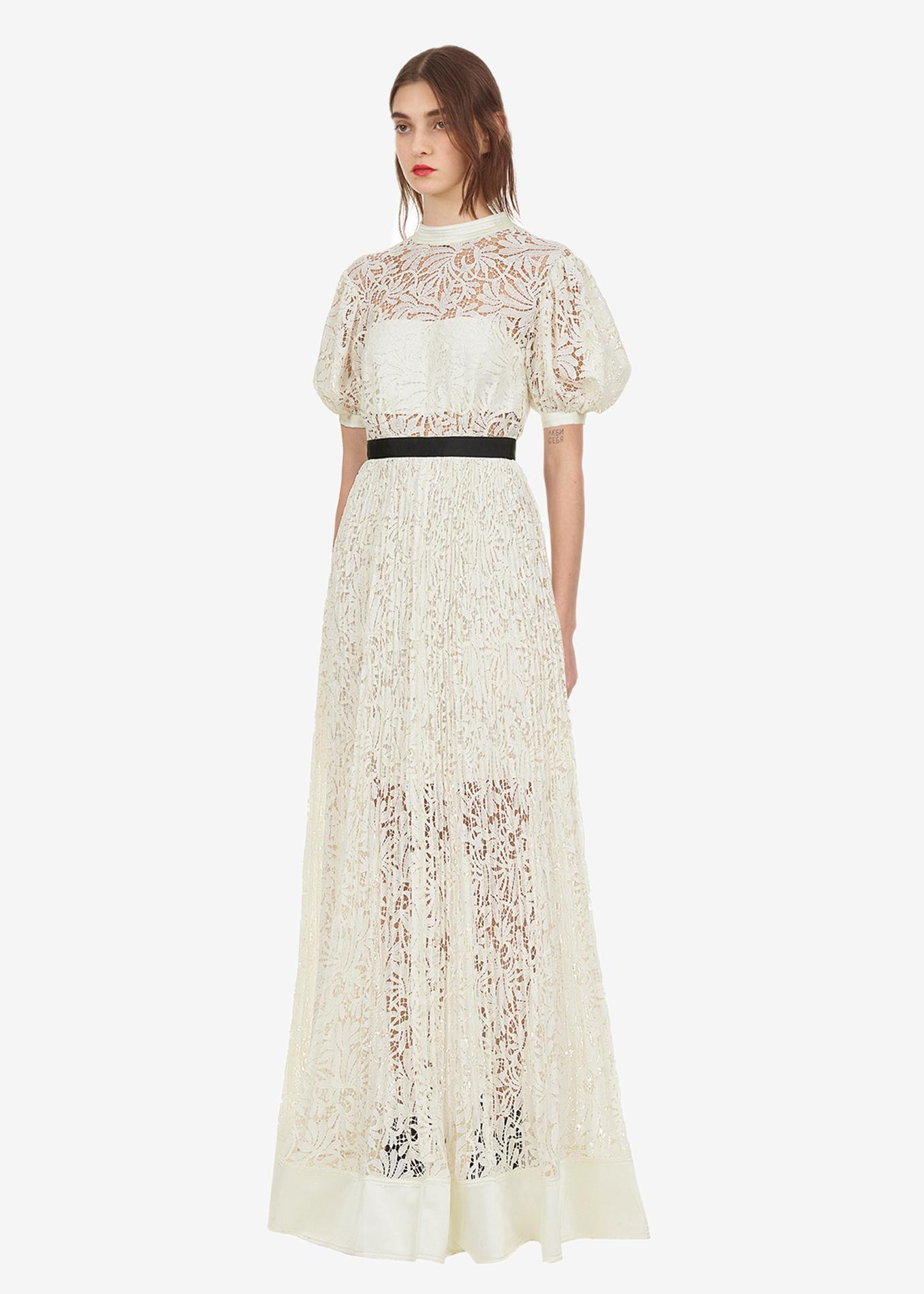 Peut On Acheter Sa Robe De Mariee En Soldes Madame Figaro