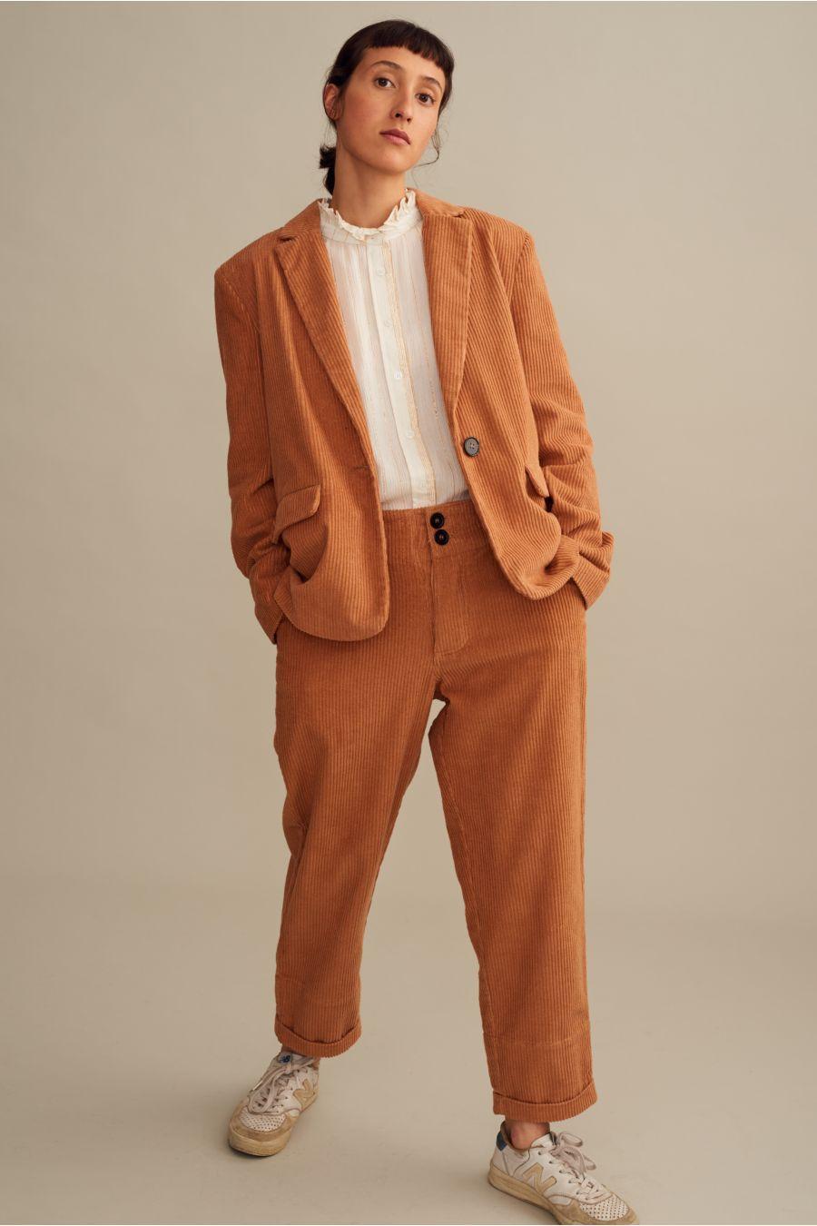 cbf4b9c8ed8dd ... Le tailleur-pantalon en velours nous en fait voir de toutes les  couleurs - Admise Paris Le tailleur-pantalon en velours nous en fait voir  de toutes les ...